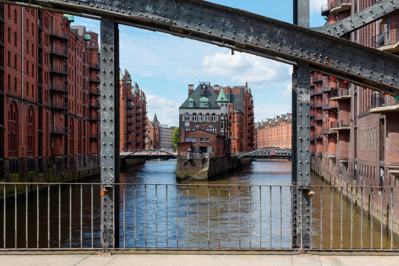 Hamburg, Speicherstadt, Wasserschloss -- 2016 -- 2944-50.jpg