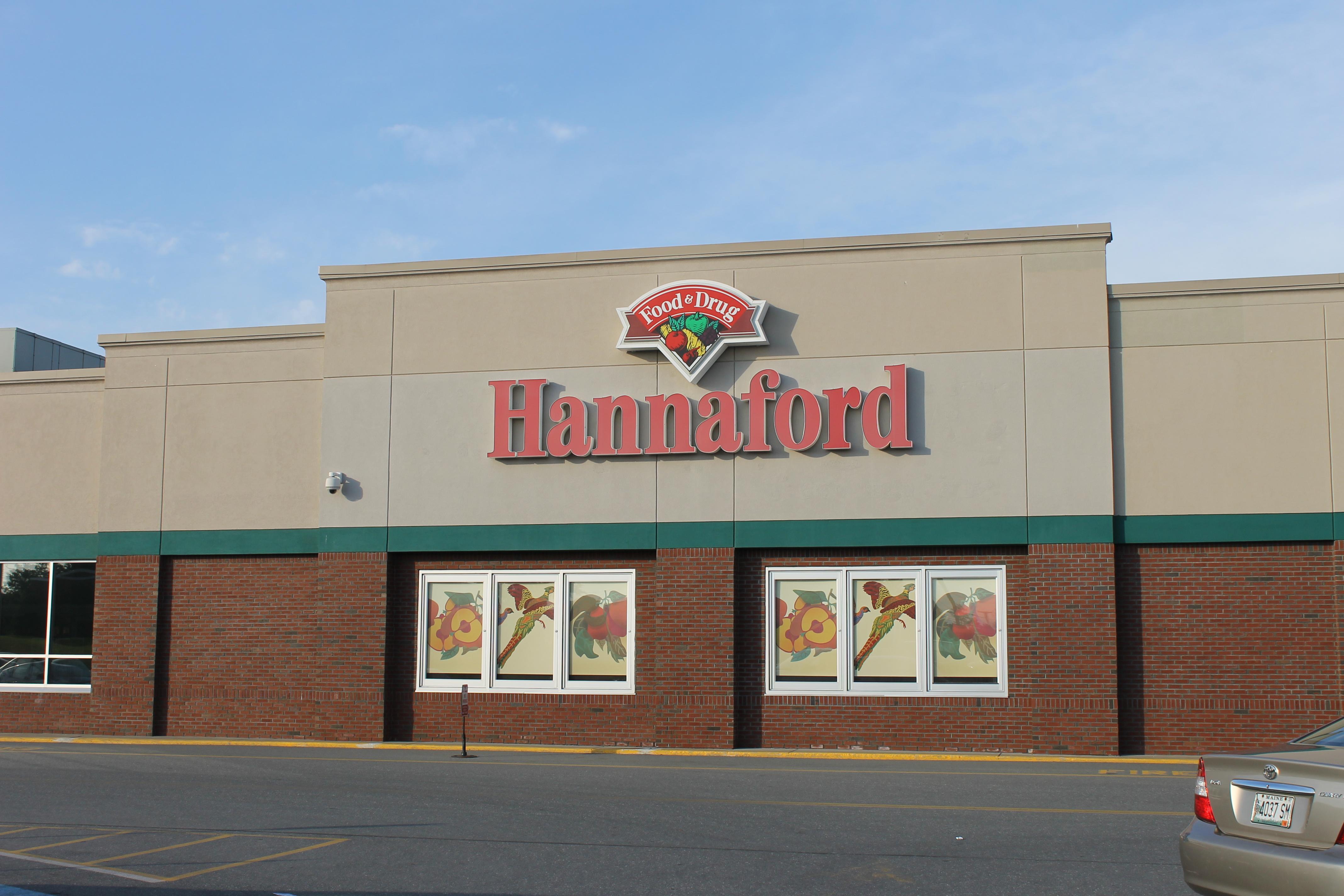 Hannaford Supermarket Bangor Donates Food To Good Shepherd