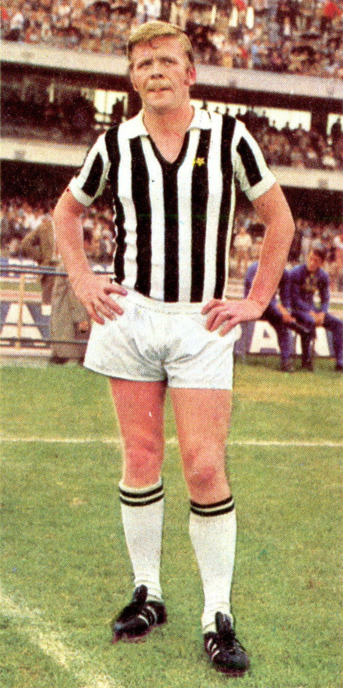 Helmut_Haller_-_Juventus_FC_1970-71.jpg