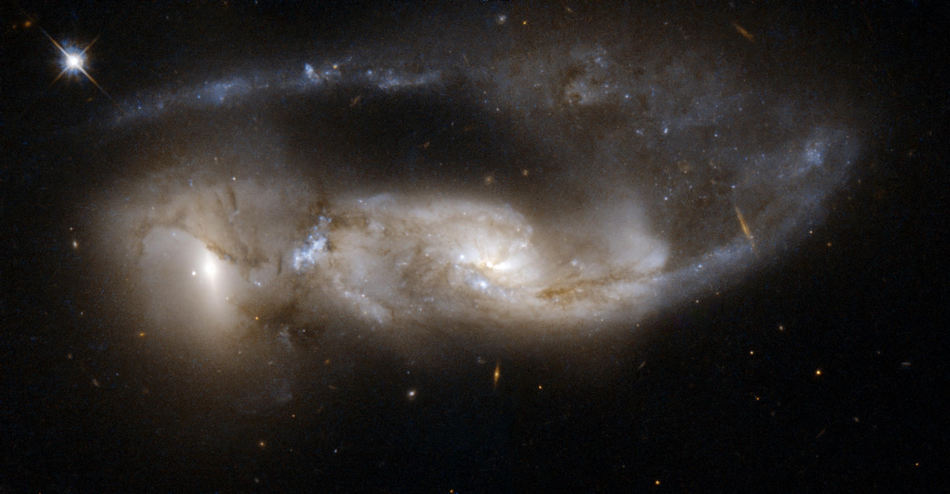 File:Hubble Interacting Galaxy NGC 6621 (2008-04-24).jpg ...