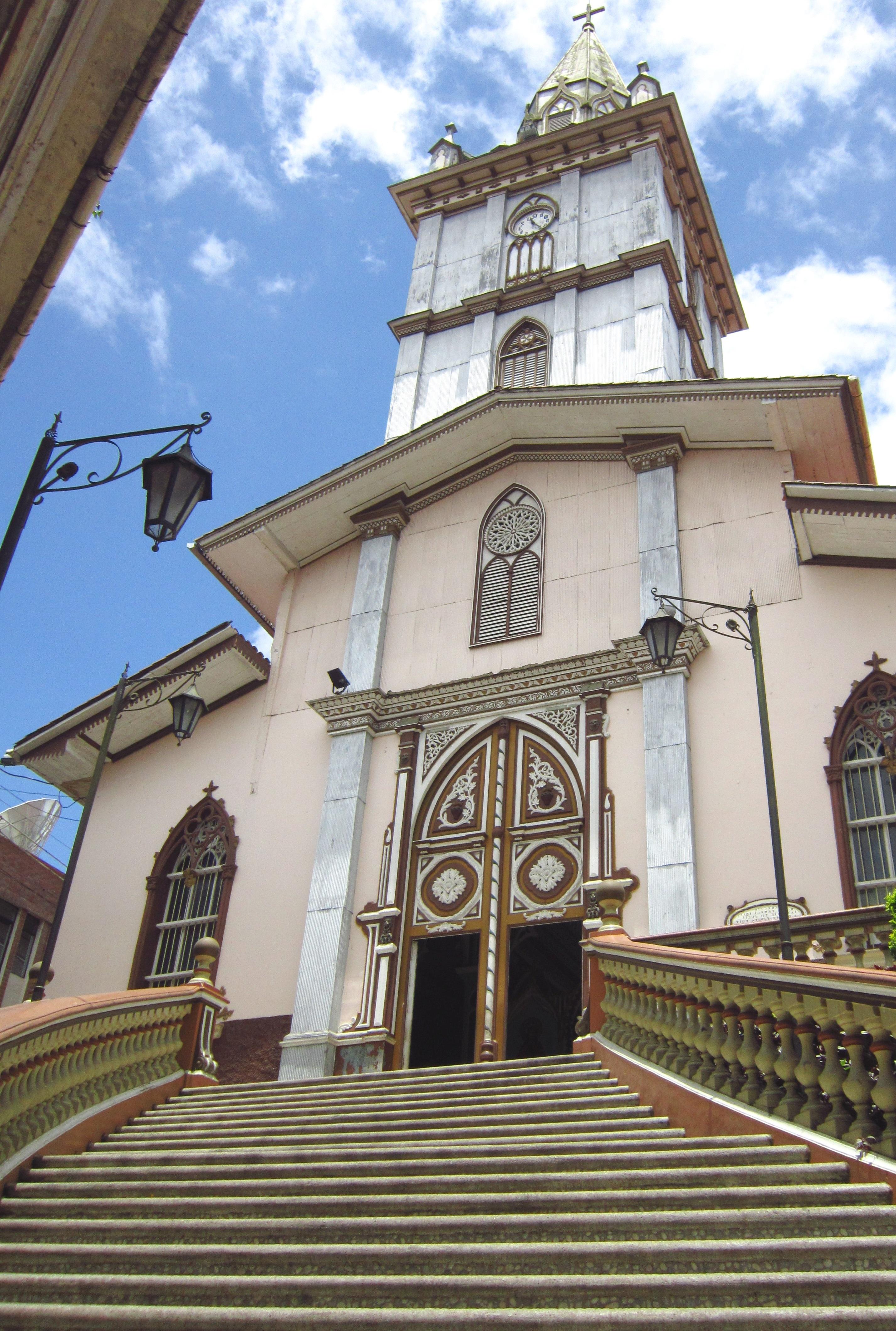 File:Iglesia de Zaruma, Ecuador.jpg - Wikimedia Commons