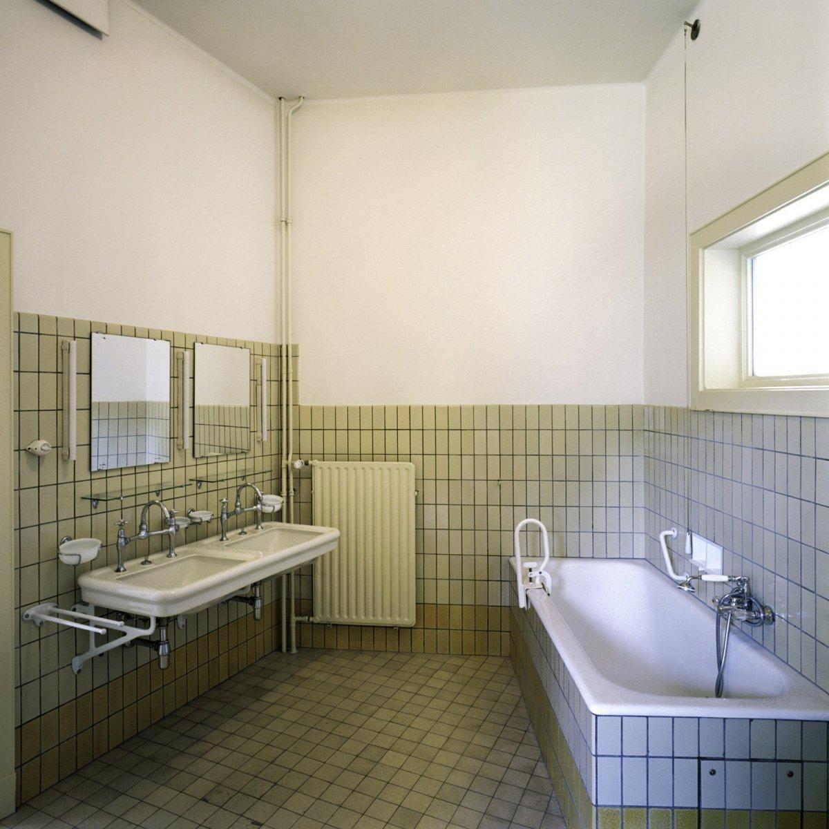 File interieur overzicht van de badkamer die hoort bij de for Interieur badkamer