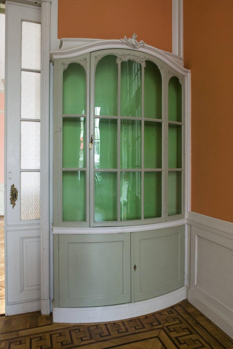 File interieur villa half ronde kast met glazen deur for Interieur villa