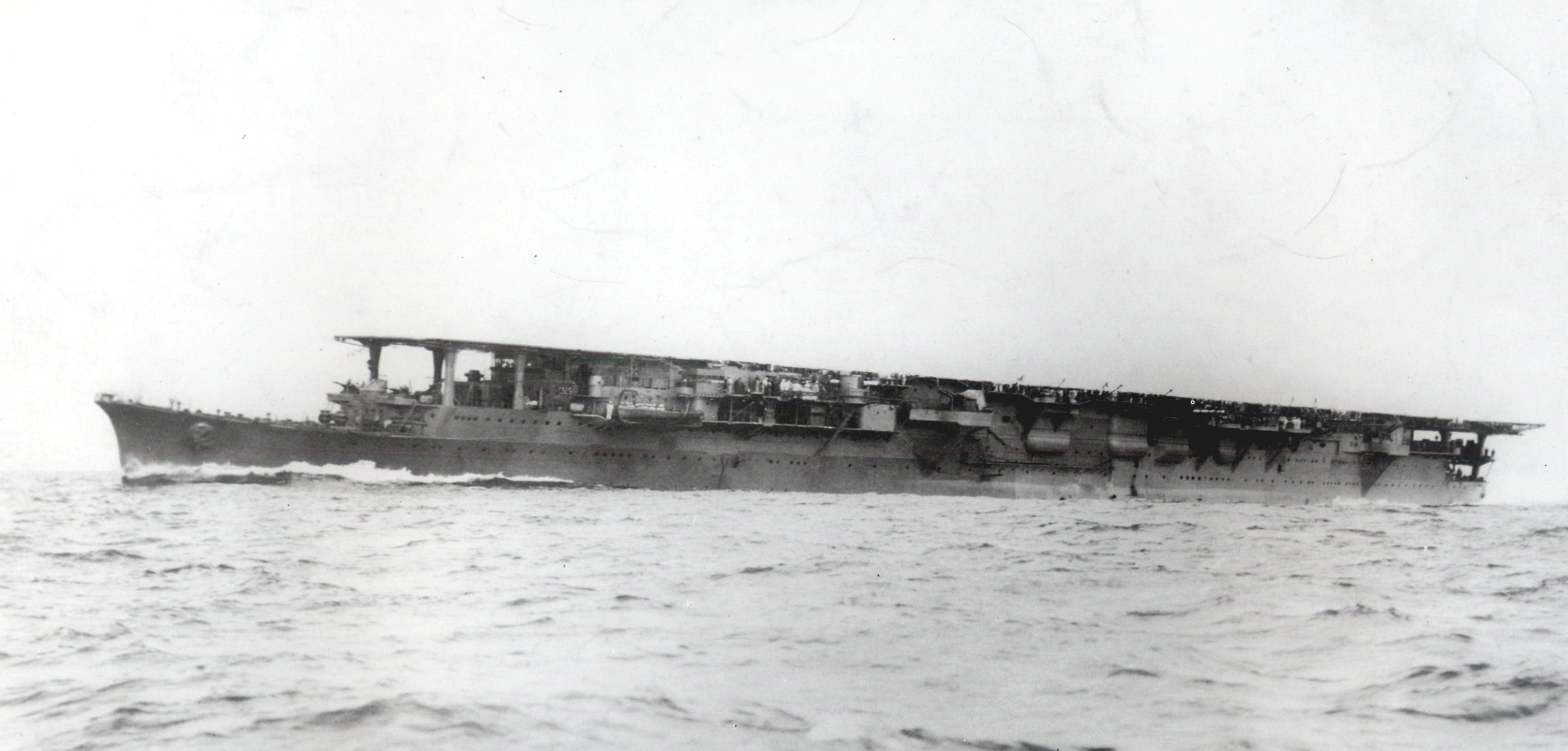 https://upload.wikimedia.org/wikipedia/commons/6/6b/Japanese_aircraft_carrier_Ry%C5%ABh%C5%8D.jpg