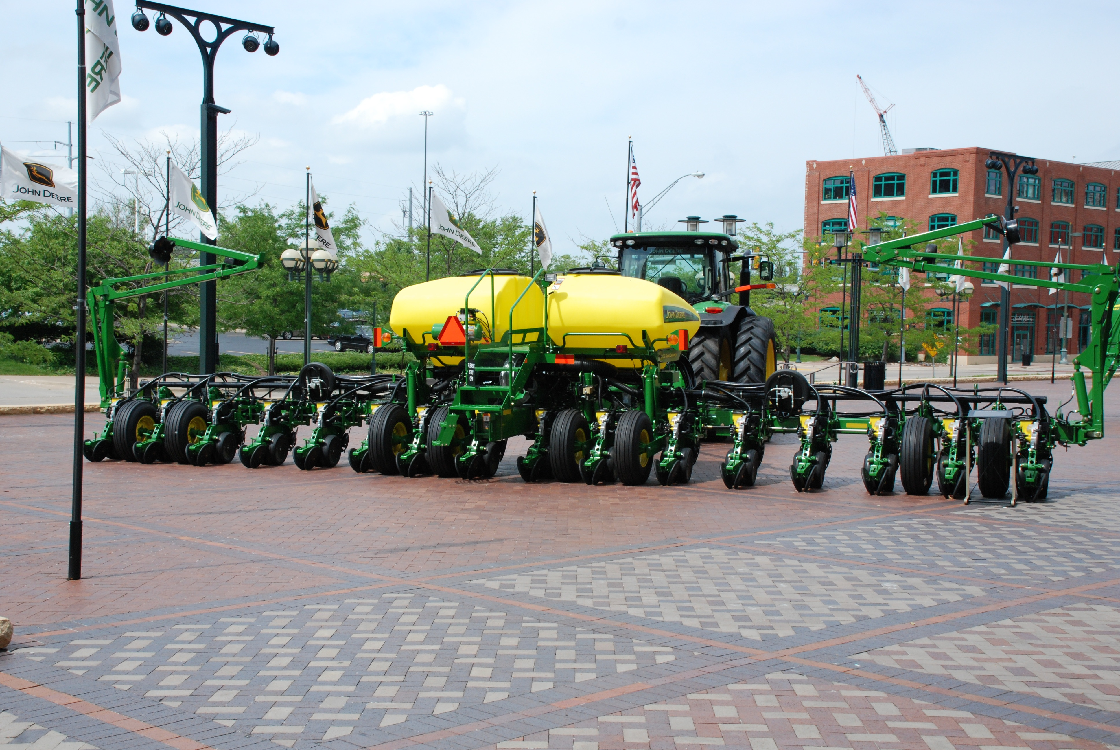 File John Deere 16 Row Planter A Jpg Wikimedia Commons