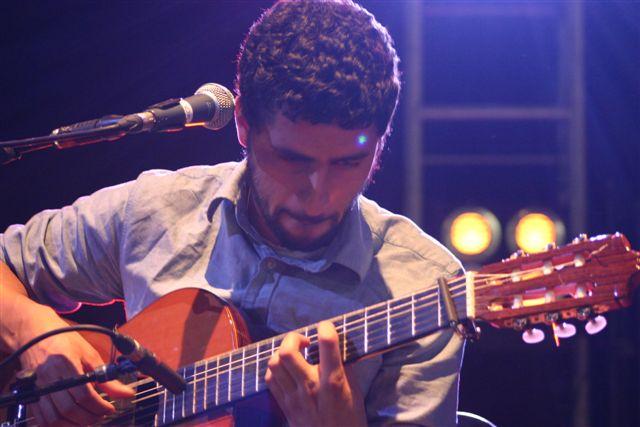 File:Jose Gonzalez live.jpg