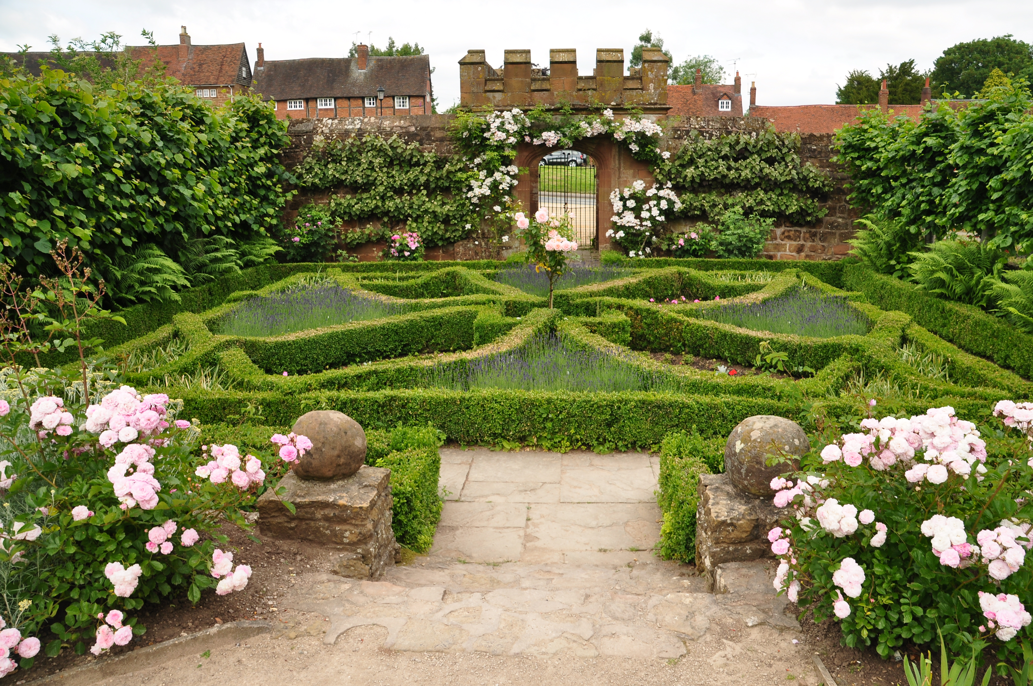Kenilworth Garden Fasci Garden