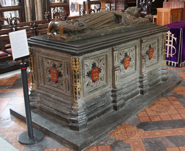 File:King Johns Tomb, Worcester Cathedral - geograph.org ...