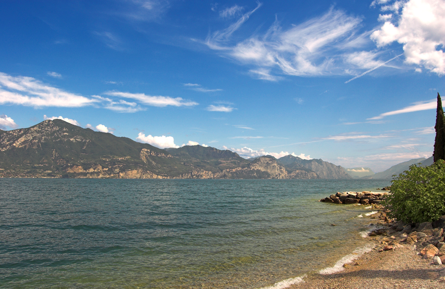 File lago di garda wikimedia commons for Laghi vicino milano