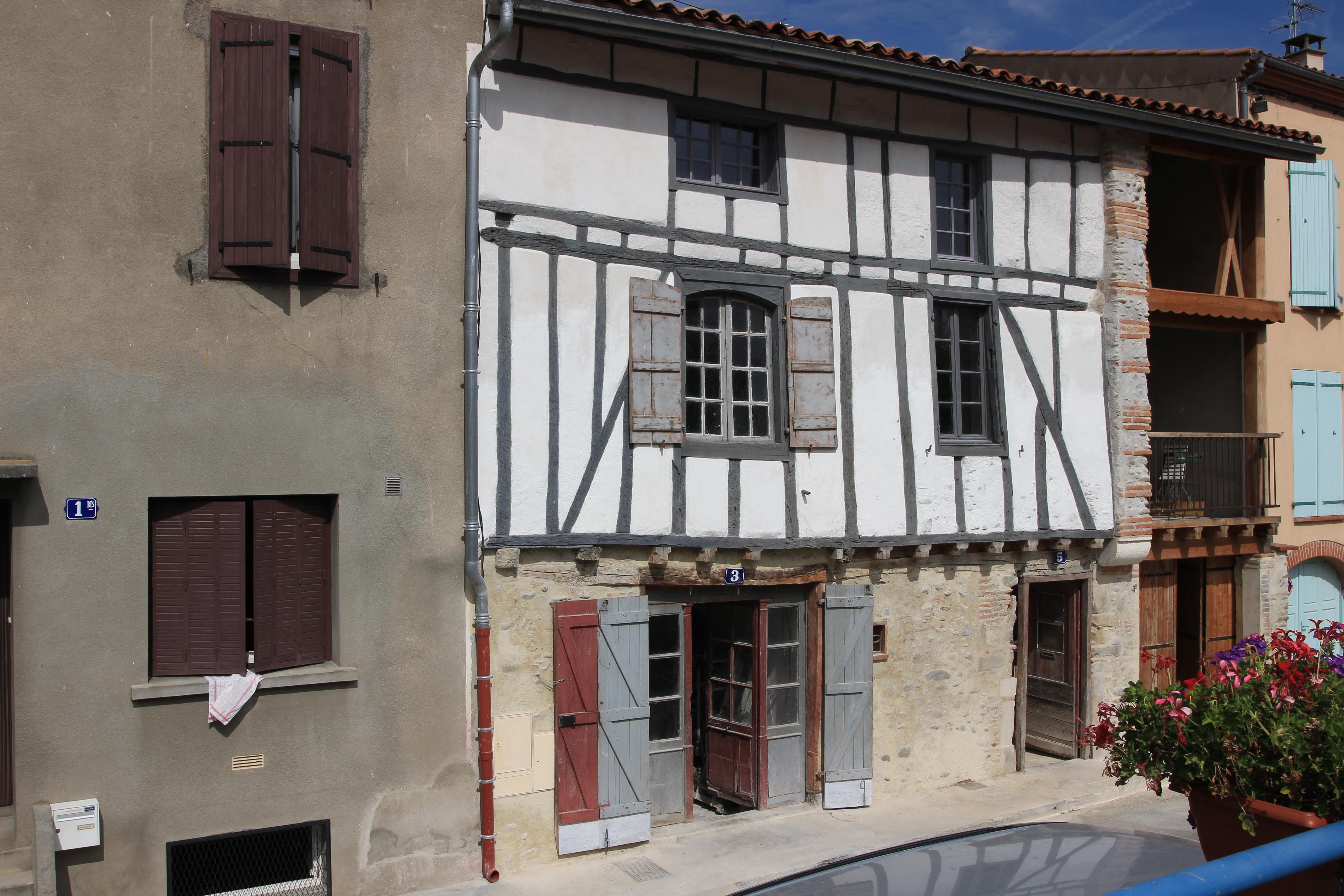 File maison a pan de bois rue du barry d en bas img 4988 for Insecte du bois maison