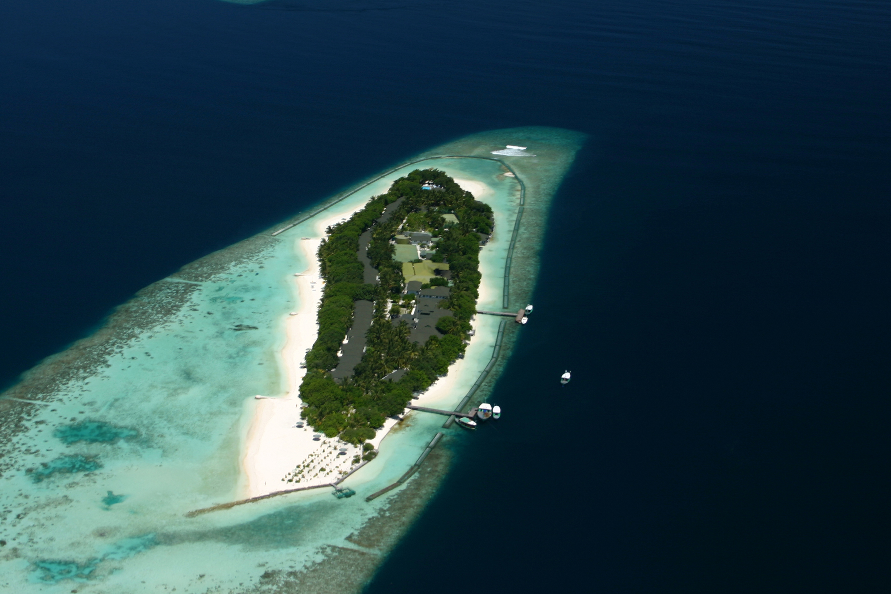 File Maldives Resort Island Jpg Wikimedia Commons