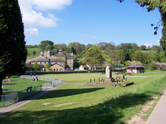 Memorial at Pateley Bridge - geograph.org.uk - 433163