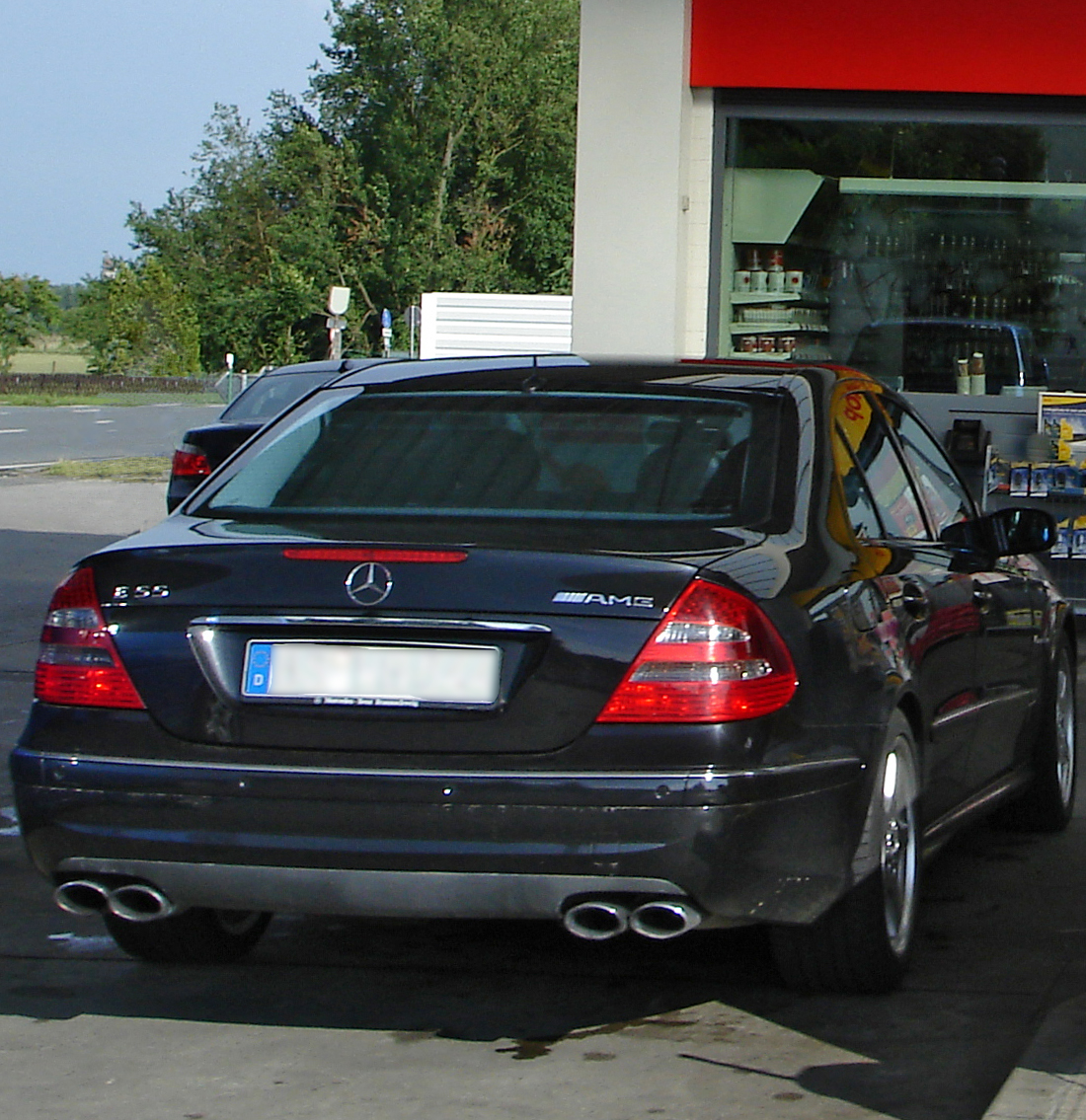 File:Mercedes E55 AMG W211 rear.jpg - Wikimedia Commons