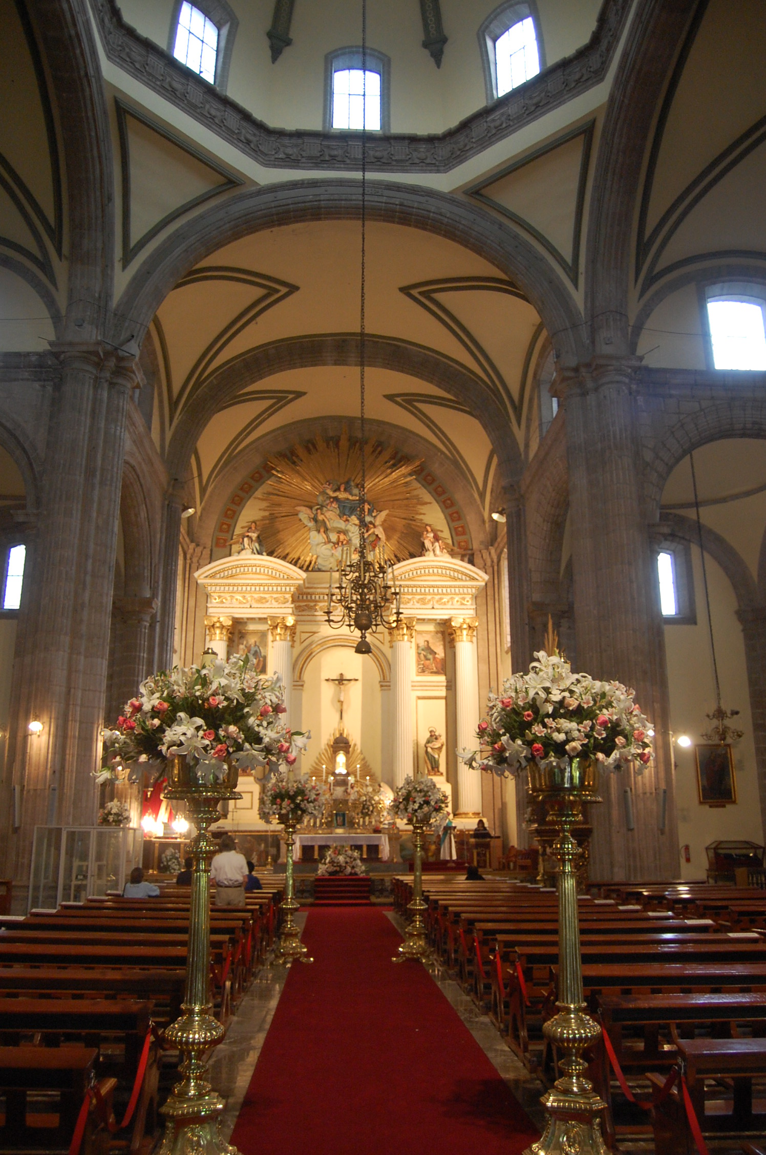 File:Mexico City Metropolitan Cathedral Interior Flowers