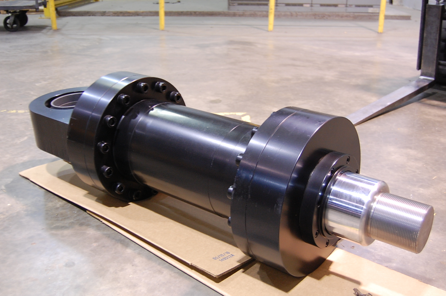 File:Mill style cylinder,hydraulic cylinders.JPG - Wikimedia Commons
