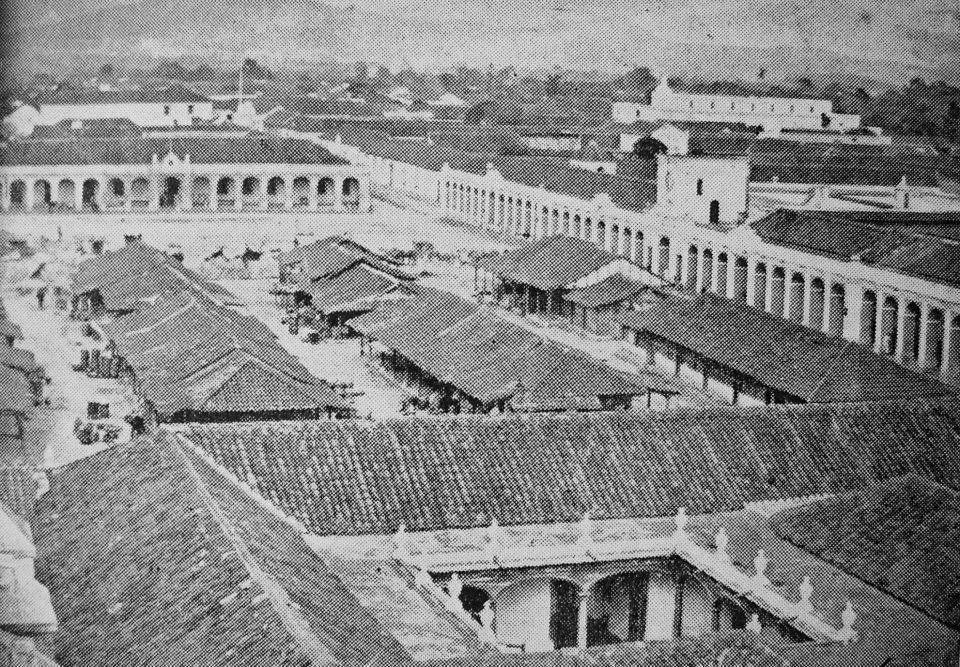 Plaza Central de la ciudad de Guatemala a mediados del siglo XIX. Imagen tomada de Wikimedia Commons
