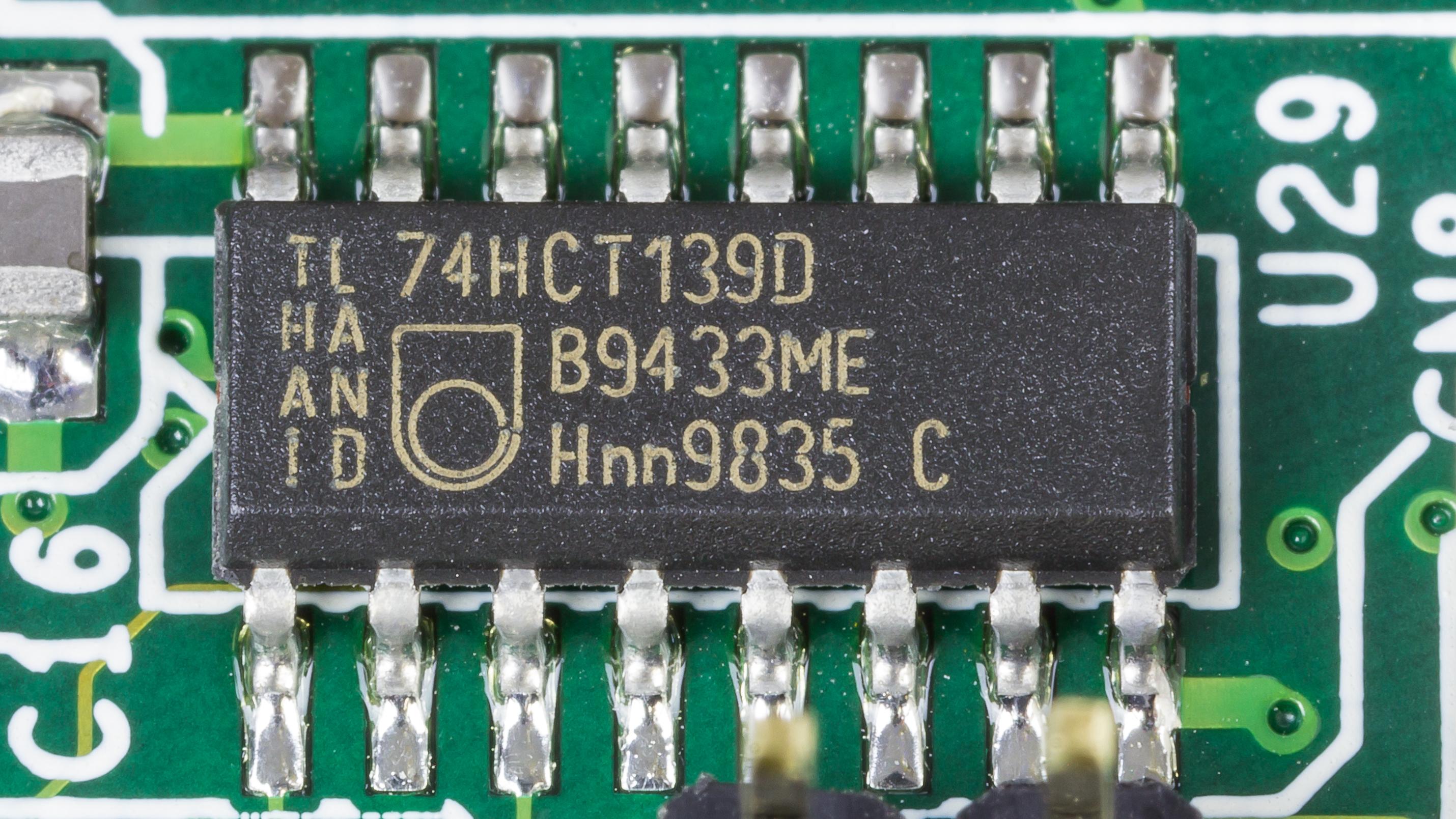 File:ROCKY-518HV - Philips 74HCT139D-2380.jpg