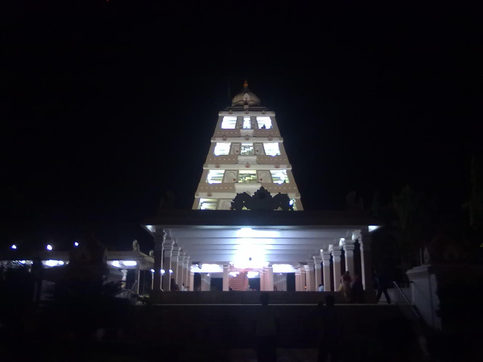 Rajarajan Manimandapam at dusk