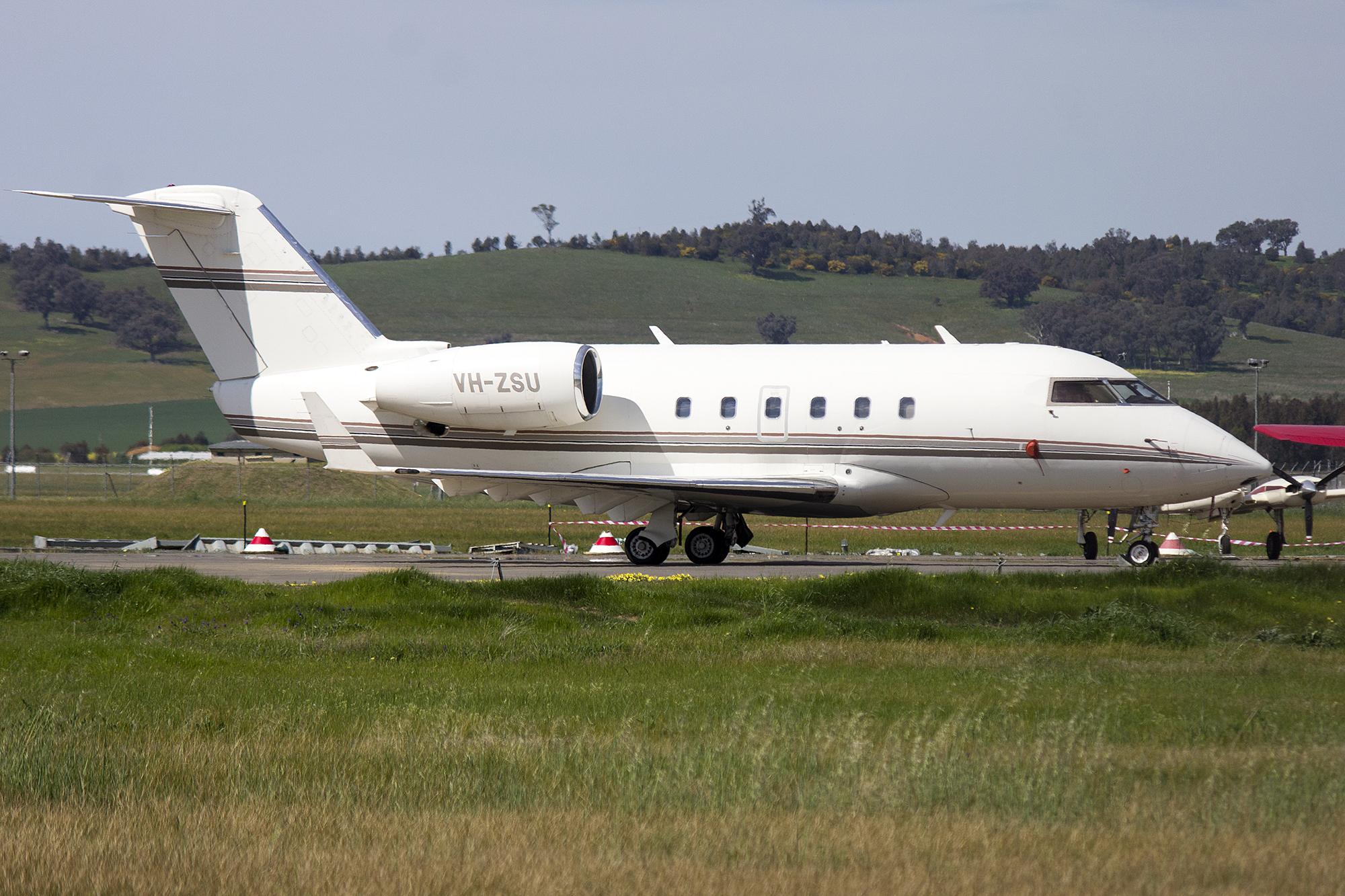 File:Revesco Aviation (VH-ZSU) Canadair CL-600-1A11 Challenger