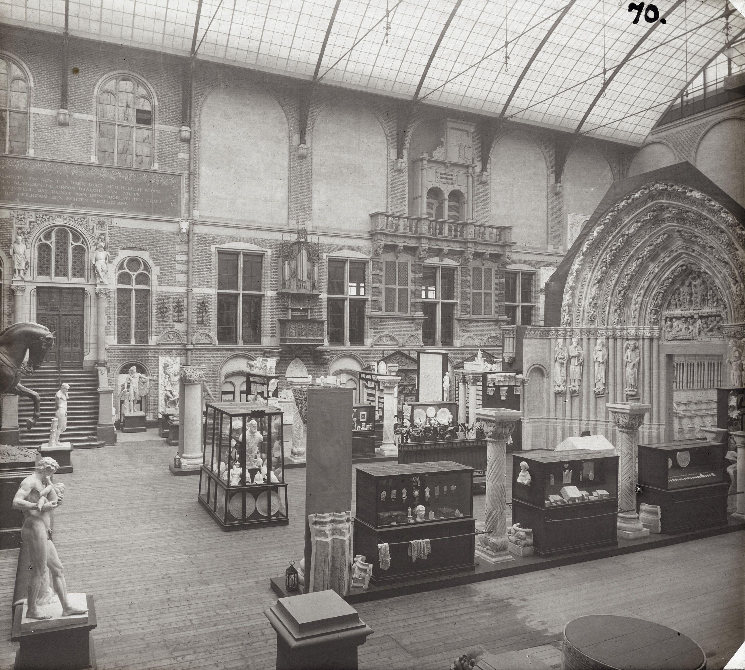 https://upload.wikimedia.org/wikipedia/commons/6/6b/Rijksmuseum_Amsterdam_Interior_004.jpg