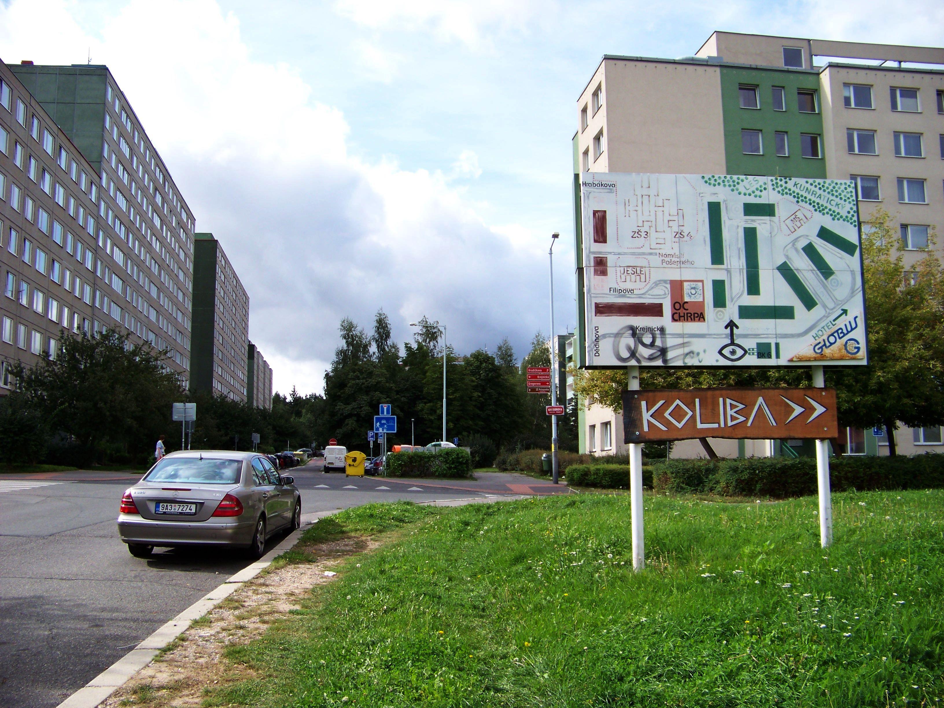 File:Sídliště Horní Roztyly, navigační tabule u Augustinovy