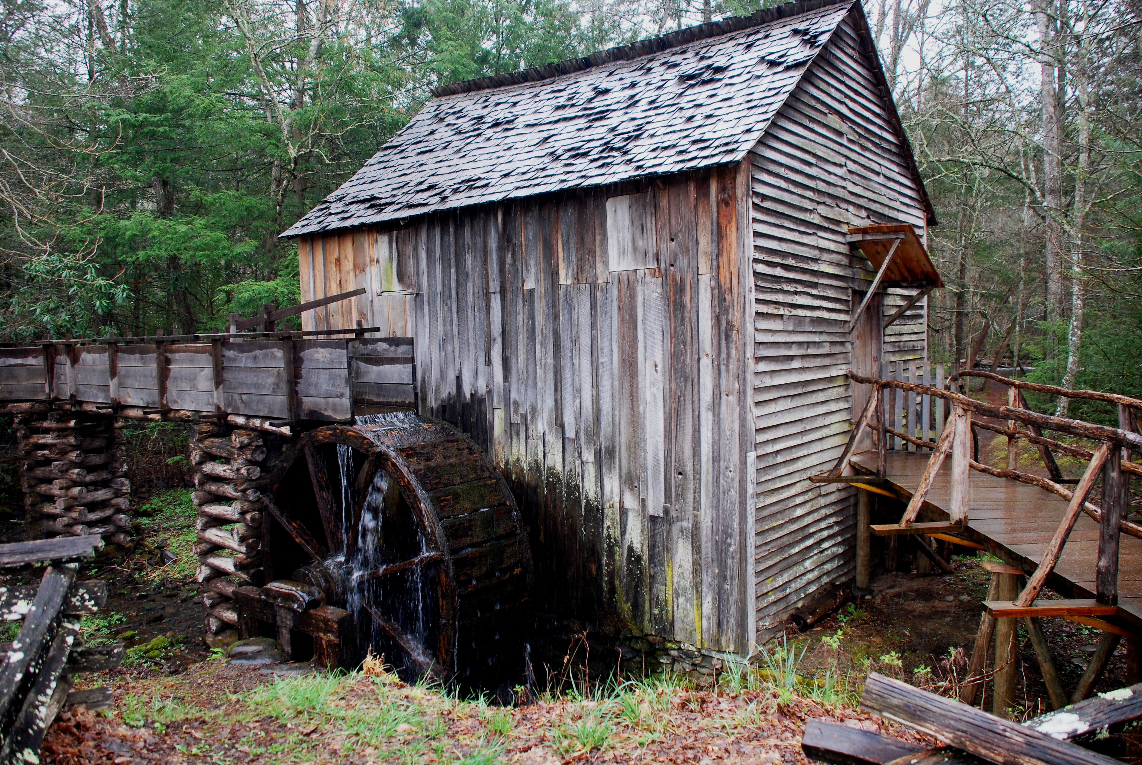 Smoky_Mountains_-_Cable_Mill_at_Cades_Cove.JPG
