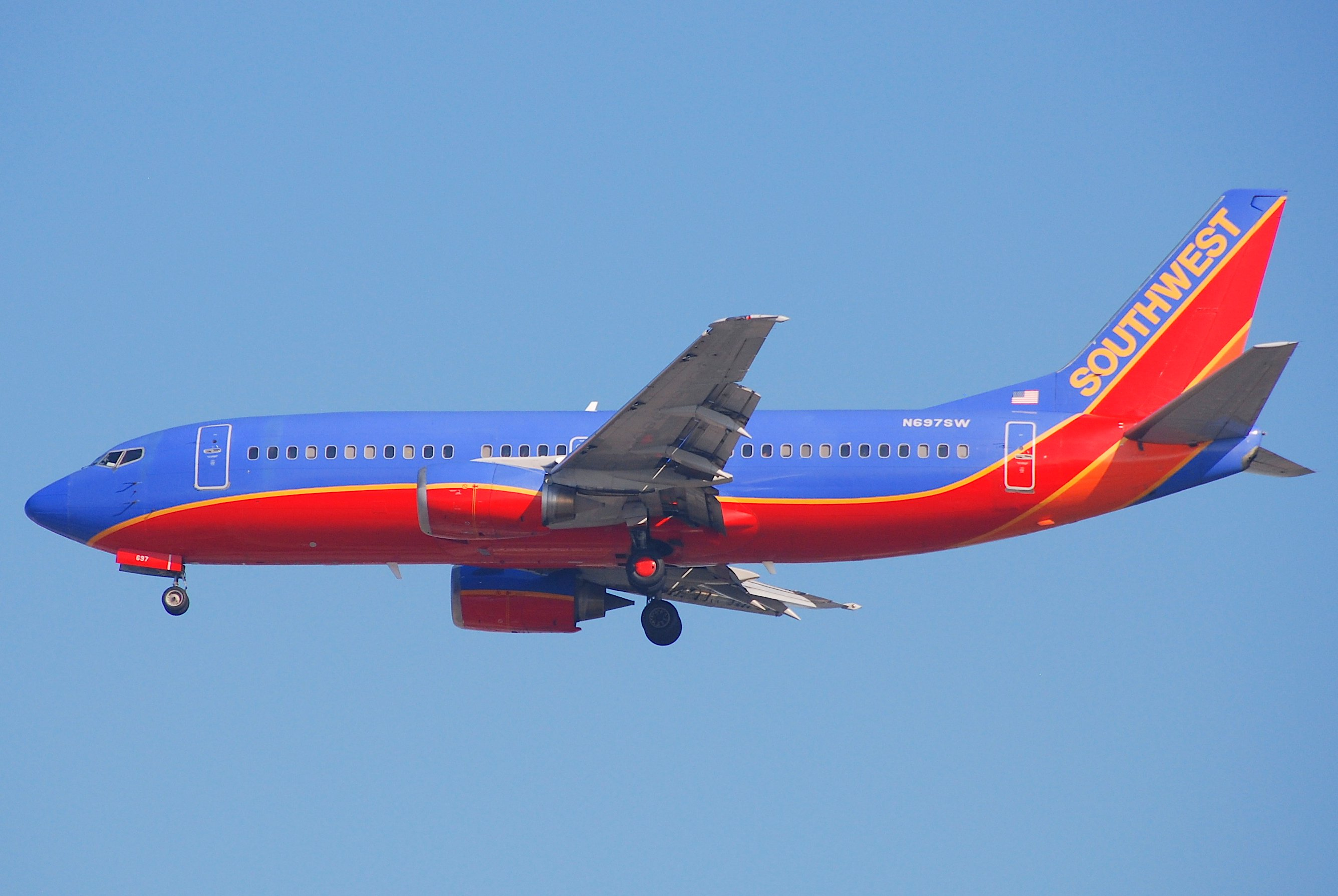 southwest airlines 2011 On april 1, 2011, about 1558 mountain standard time (mst),1 a boeing 737-3h4,  n632sw, operating as southwest airlines flight 812 experienced a rapid.