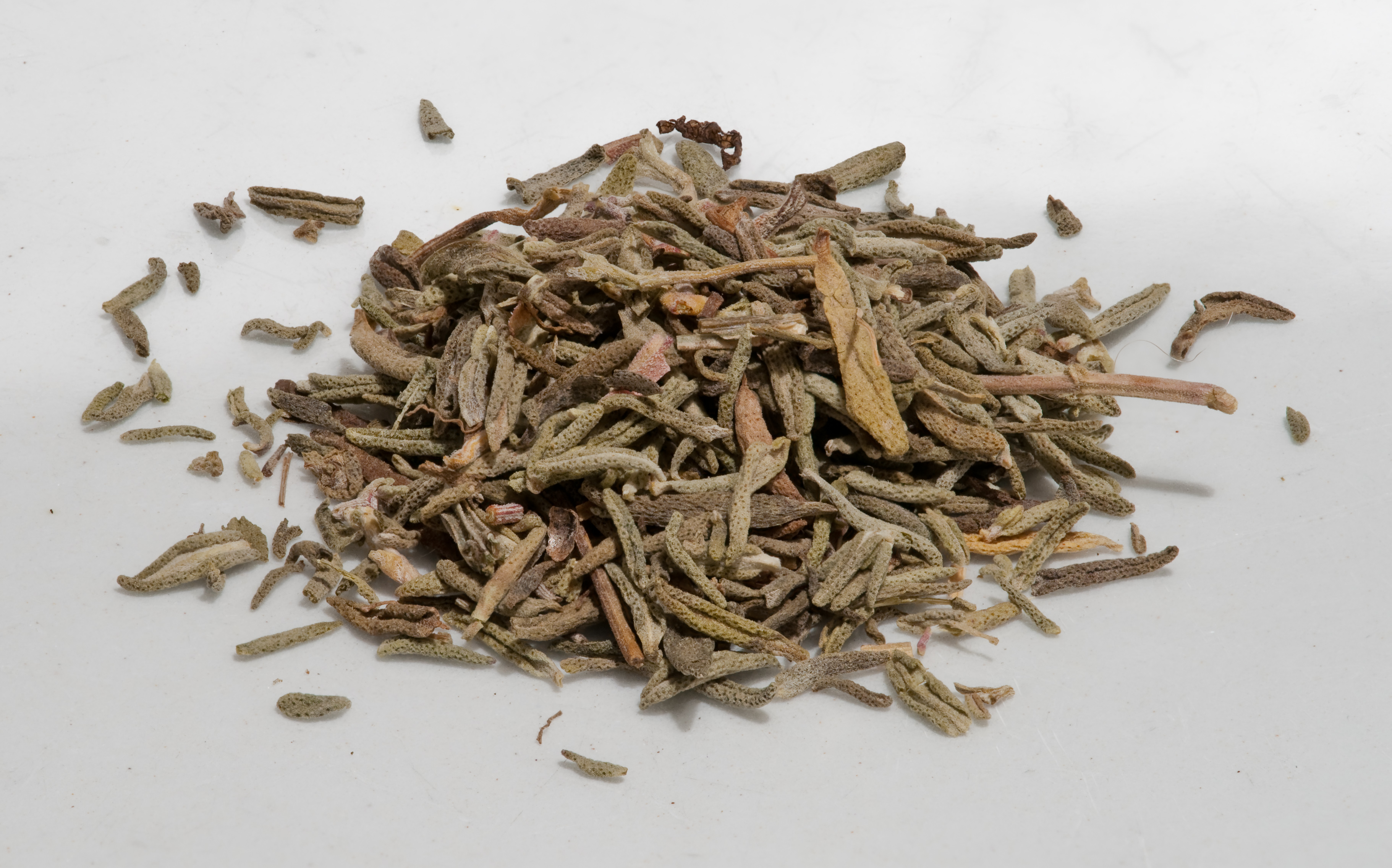 What does dried thyme look like