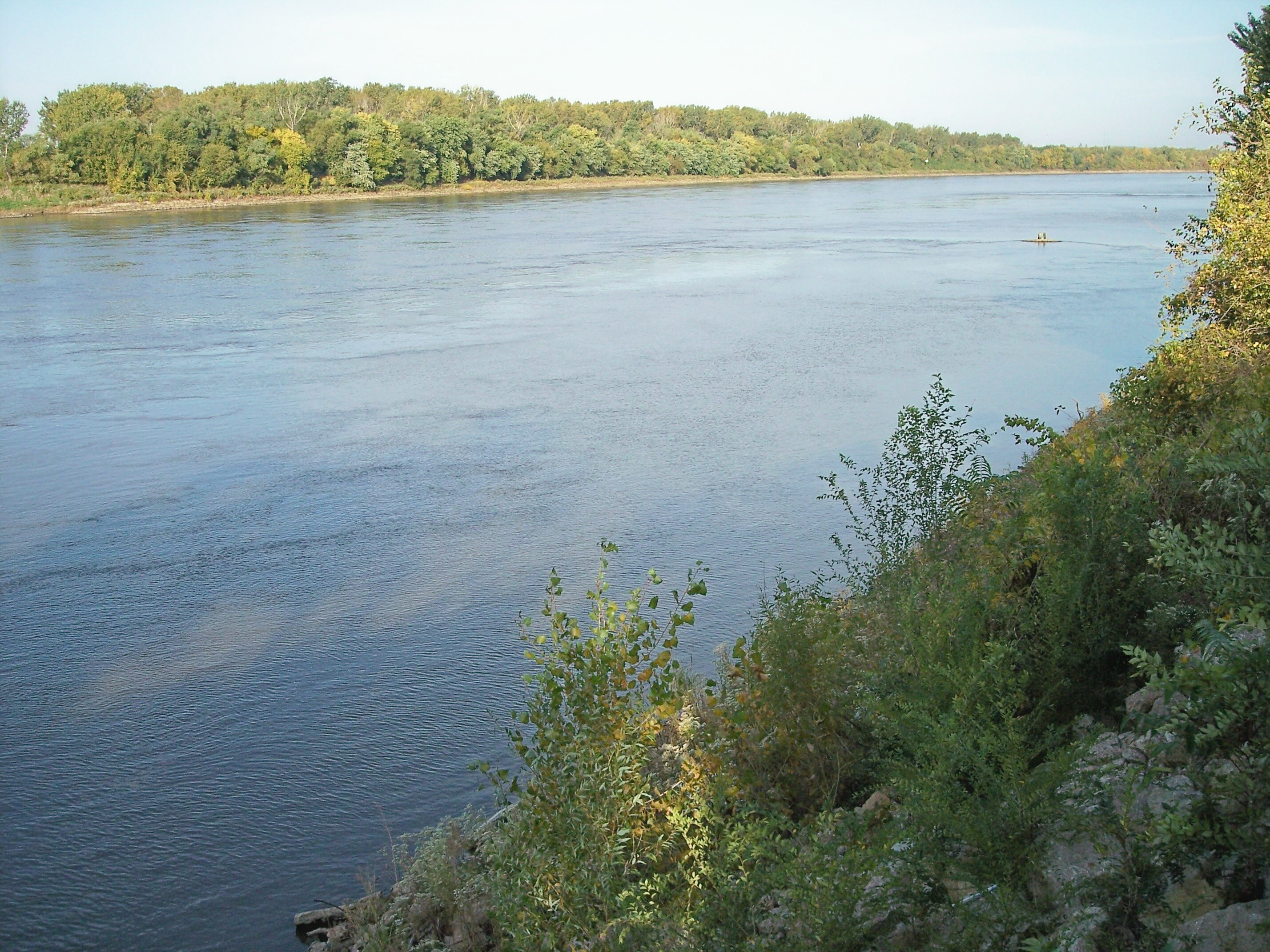 Description St Joseph Missouri River.jpg