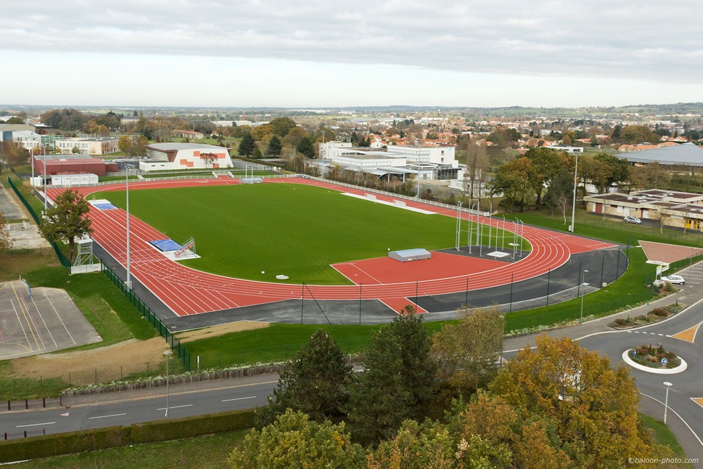 File stade athletisme et rugby les for Cuisines you les herbiers