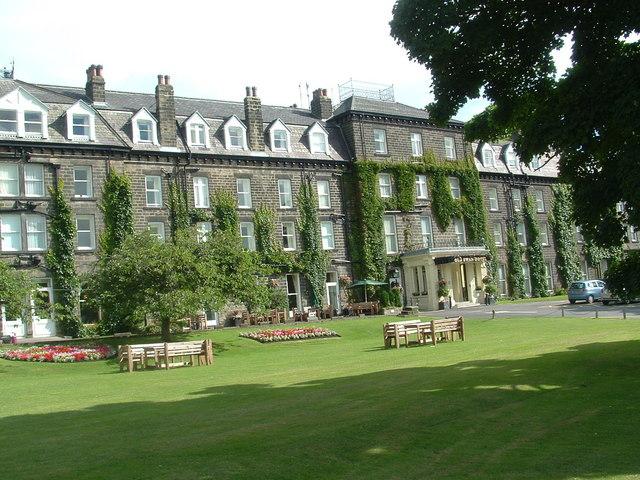 Fájl: Az Old Swan Hotel - geograph.org.uk - 1077726.jpg
