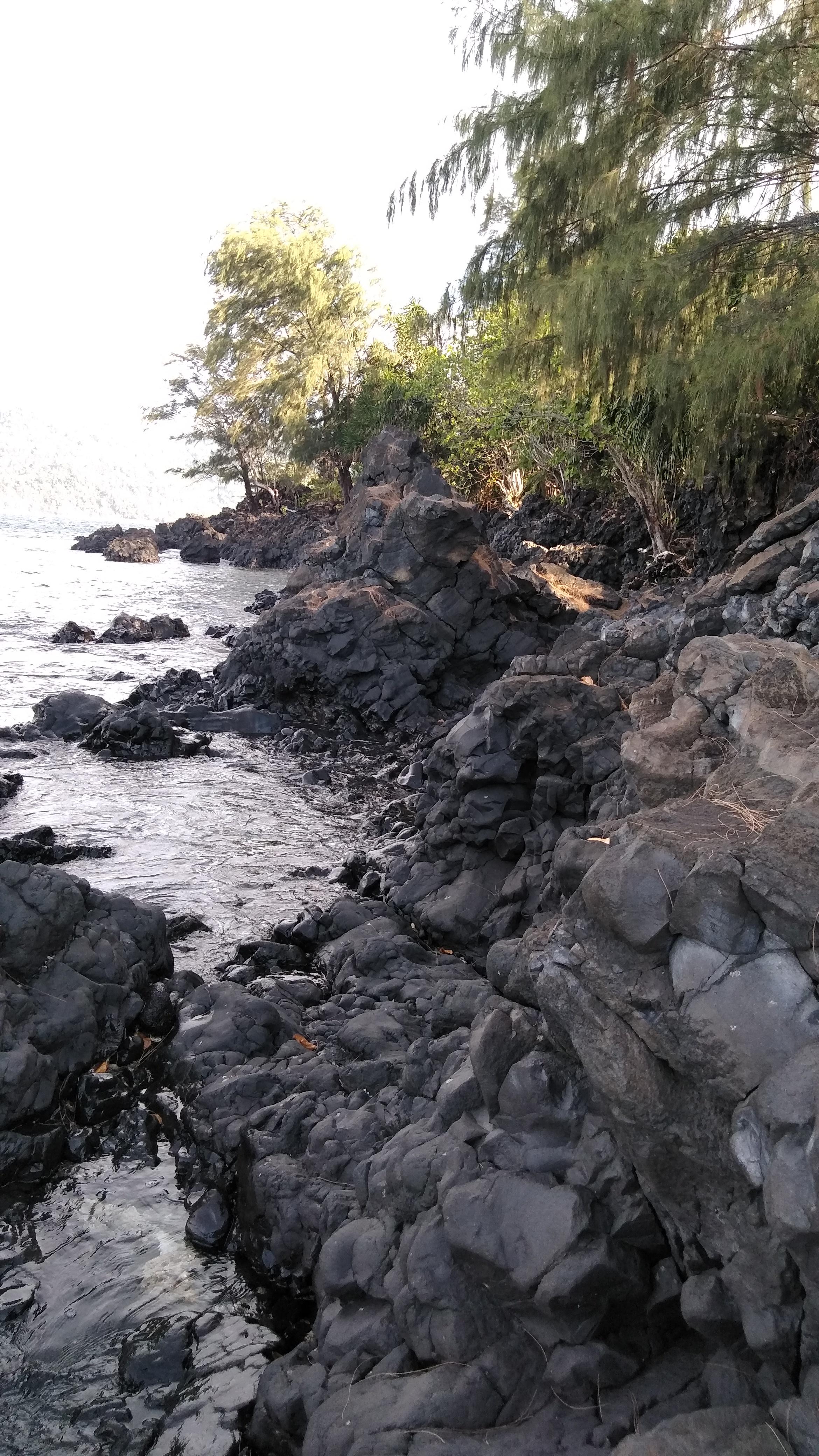 File The Rocky Beach Jpg Wikimedia Commons
