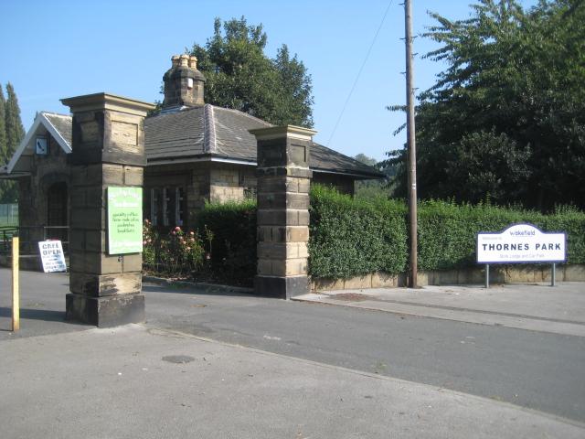 Thornes Park entrance - geograph.org.uk - 969112