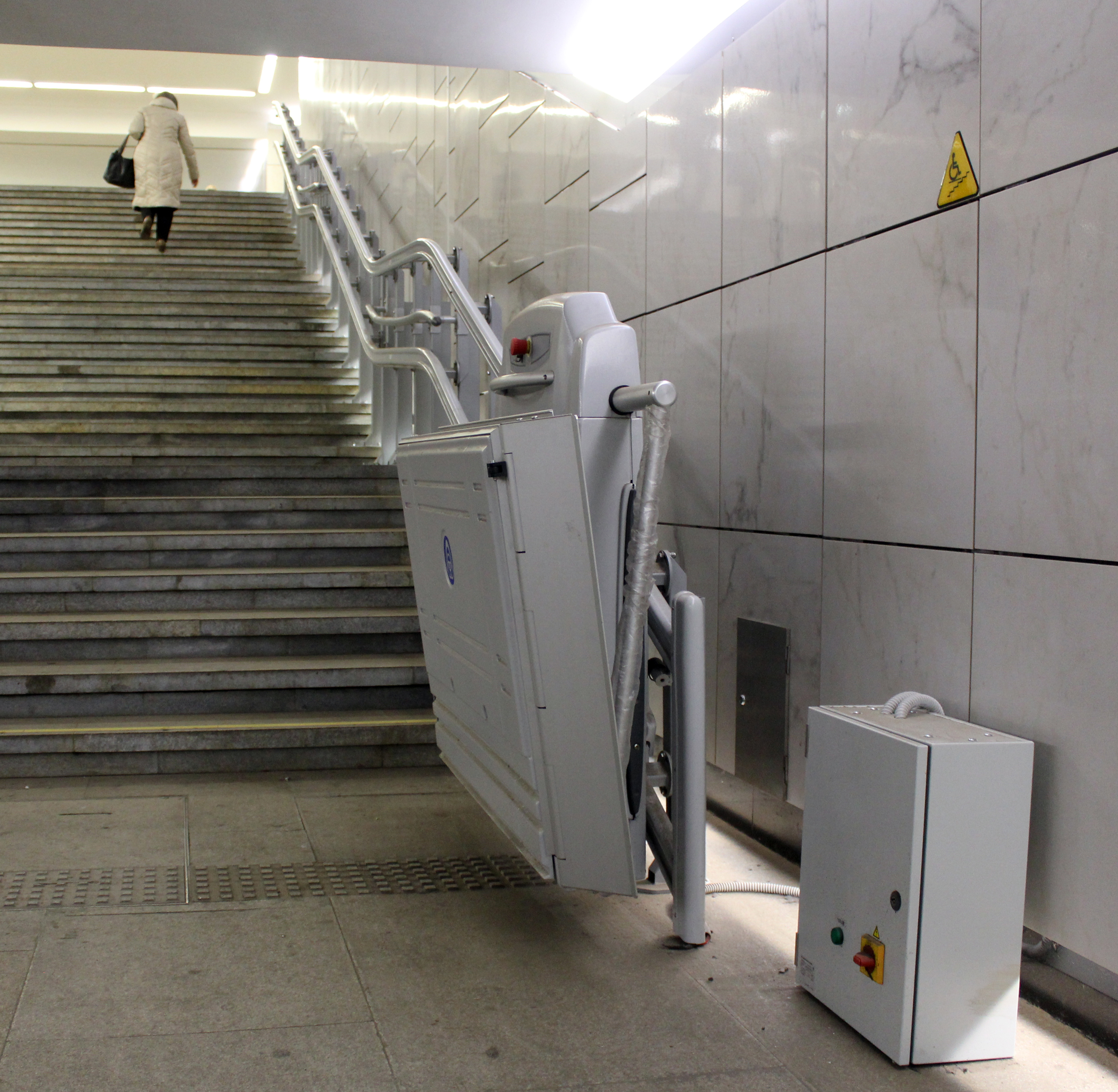 File ThyssenKrupp wheelchair lift in Moscow 03 Wikimedia mons