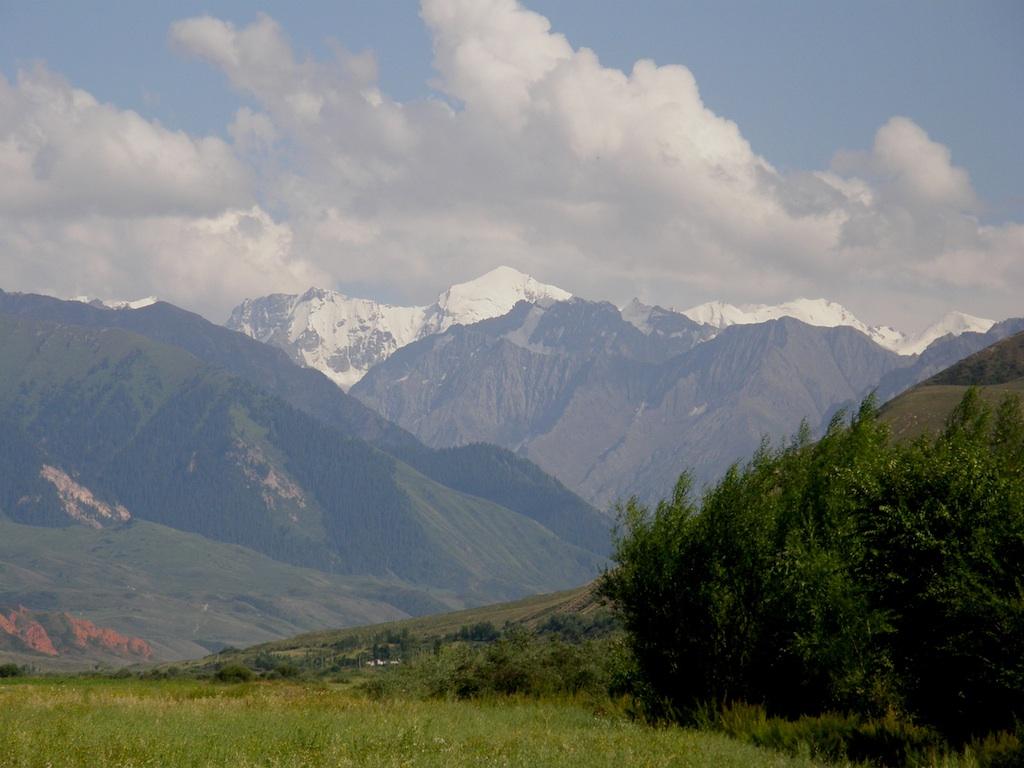 Kirgizisztán - komisz hegyek, jurták Kirgizisztán #f7b7bf26-1a2d-4cf7-a32c-14a6db122533