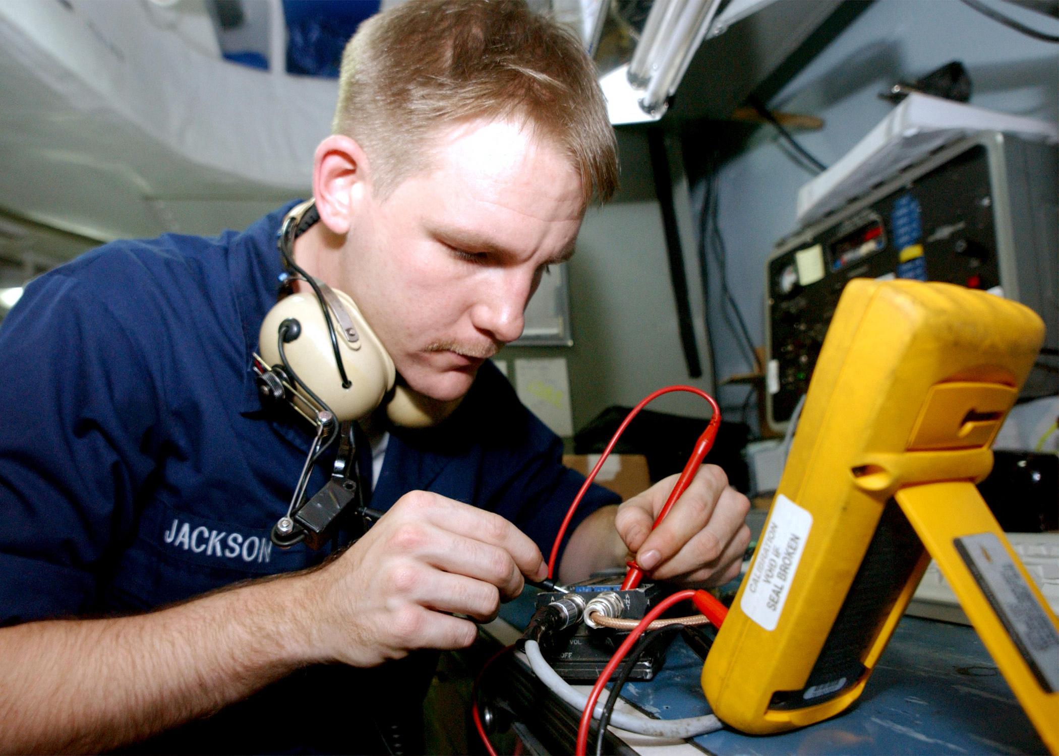File:US Navy 020718-N-6268K-002 USS Washington - radio calibration ...