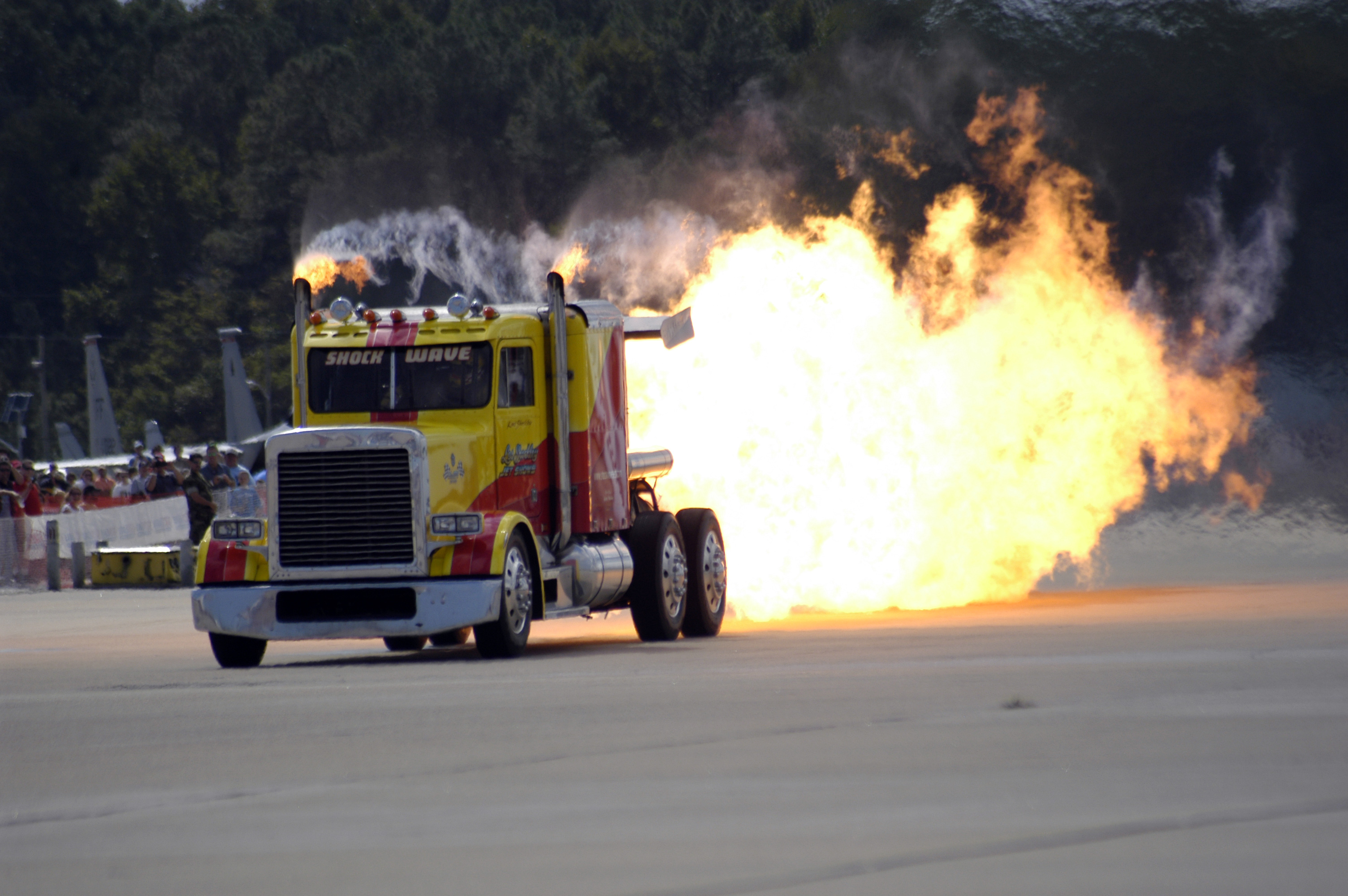 Description US Navy 040925-N-0295M-064 Kent Shockley and his jet truck