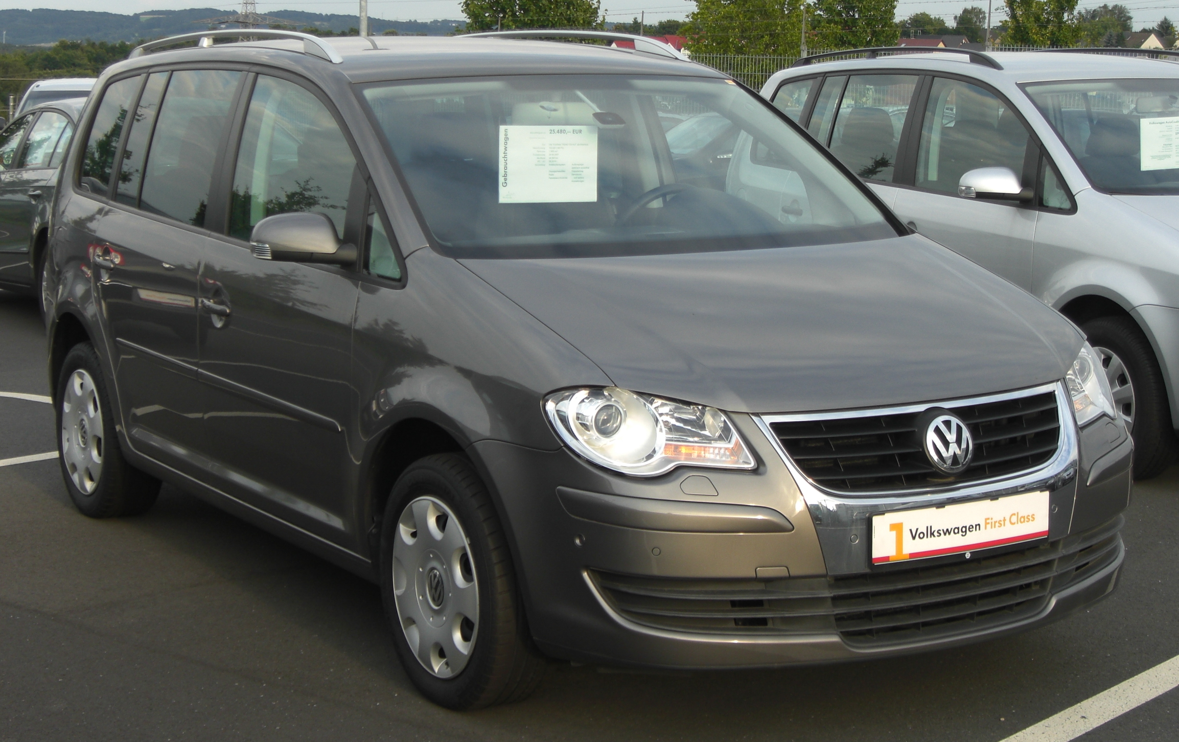file vw touran 2 0 tdi facelift front jpg wikipedia. Black Bedroom Furniture Sets. Home Design Ideas