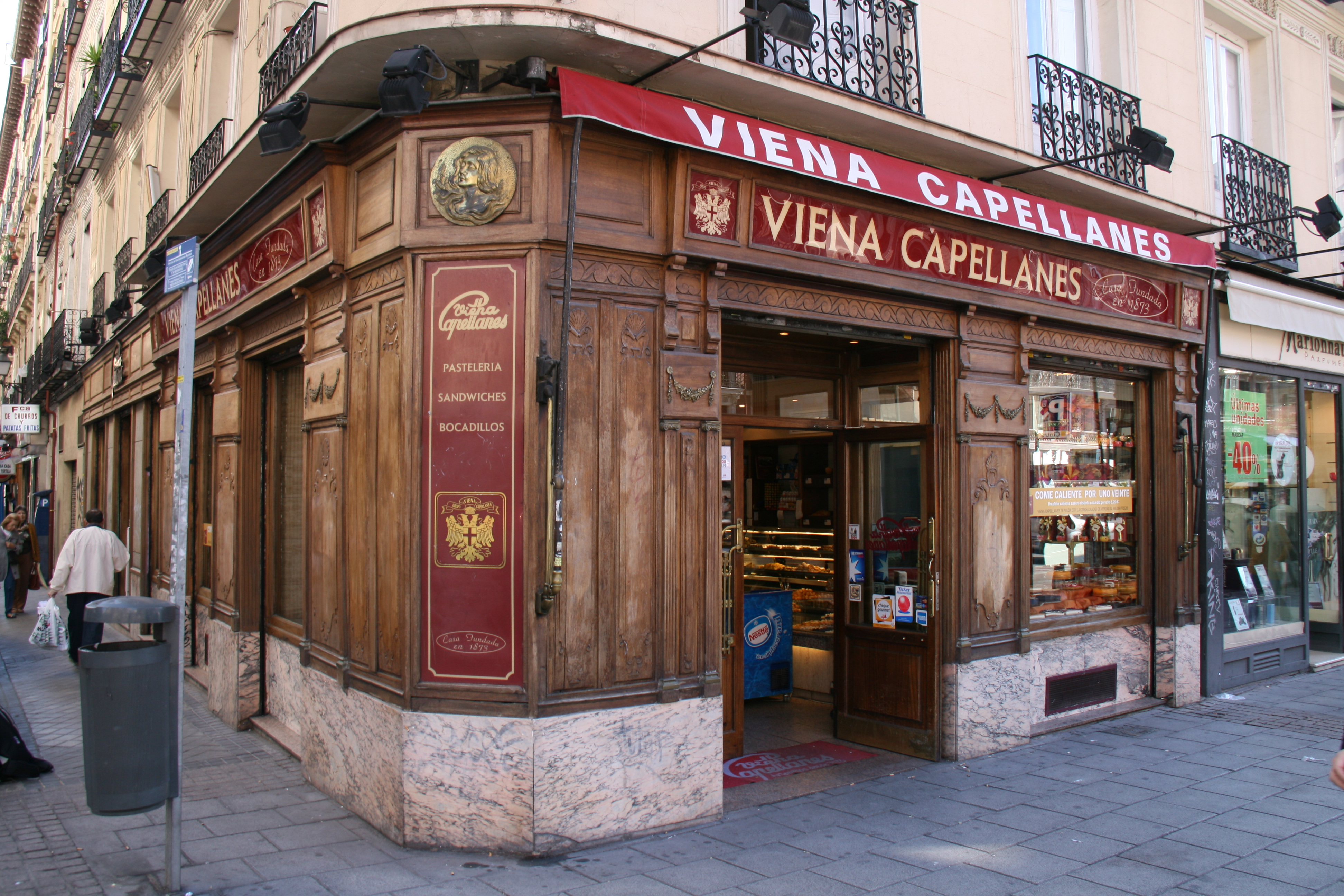 Tienda Vintage Decoracion Madrid ~ File Viena Capellanes Fuencarral jpg  Wikimedia Commons
