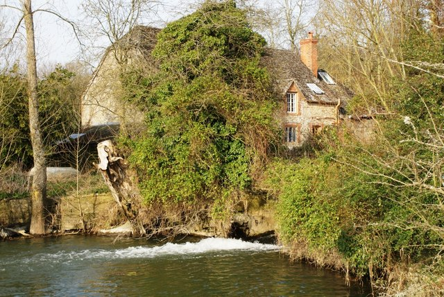 Watermill and mill pond at Coleshill - geograph.org.uk - 1210081