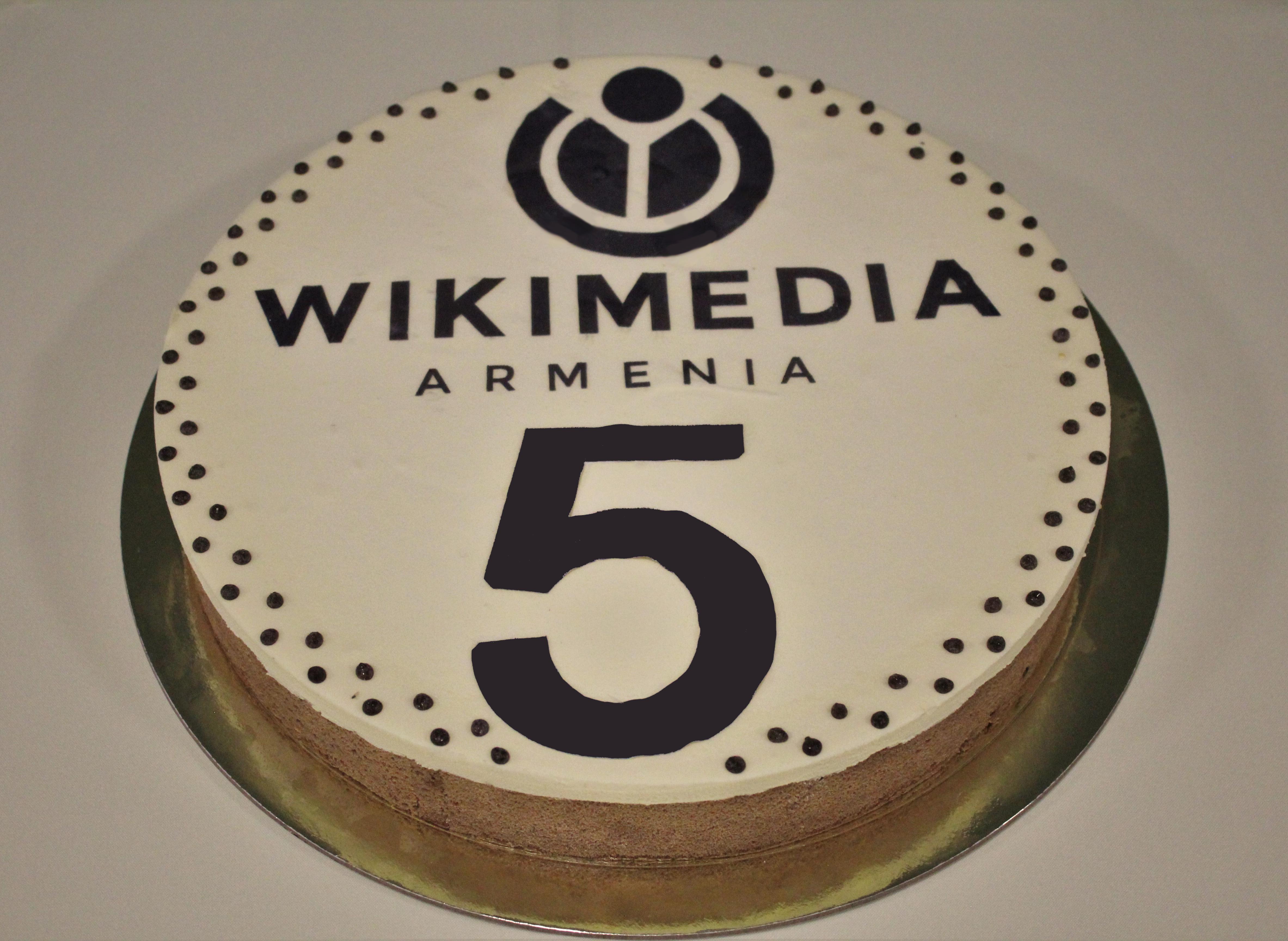 Awe Inspiring File Wikimedia Armenia 5Th Birthday Cake Wikimedia Commons Funny Birthday Cards Online Necthendildamsfinfo