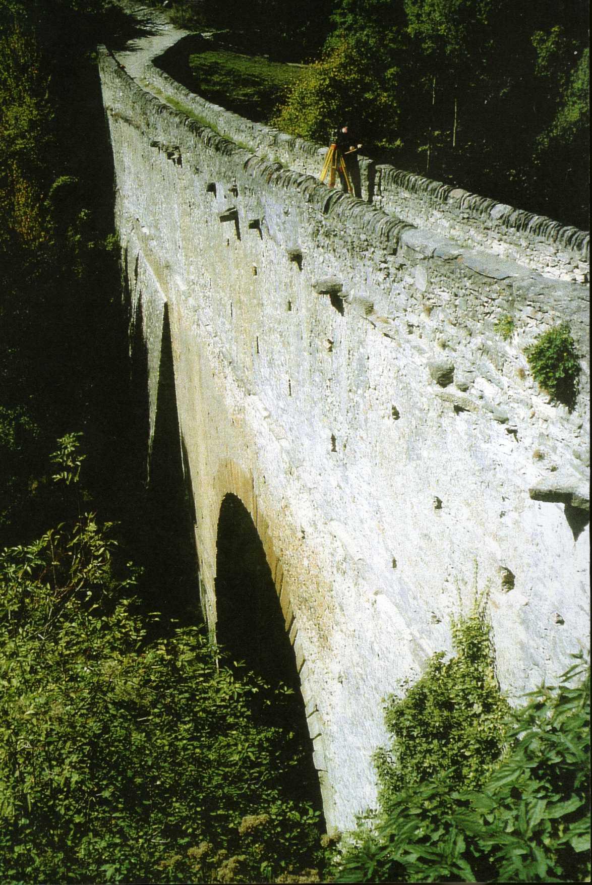 Ponte acquedotto di pont d 39 a l wikipedia for Piani di fondazione del ponte