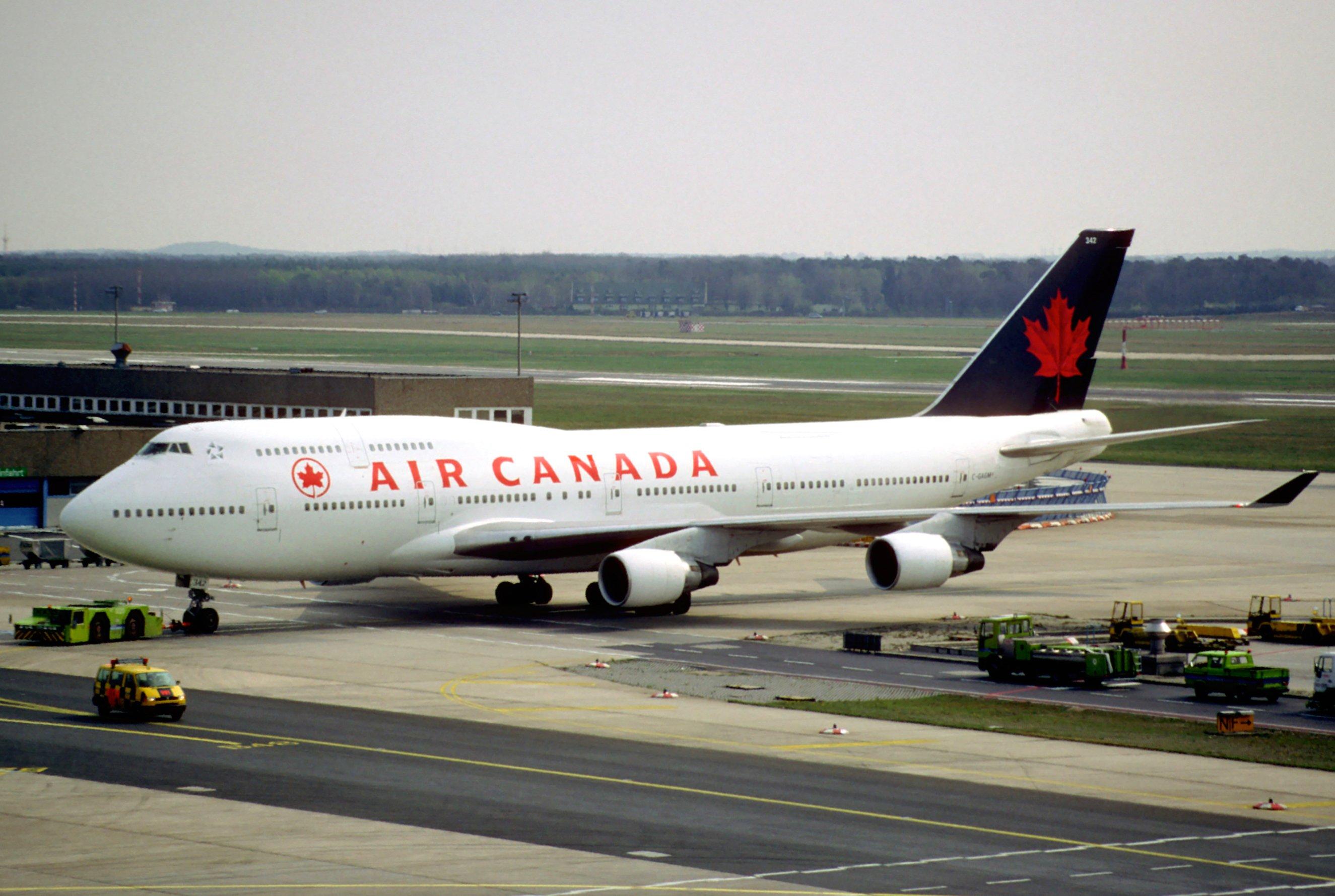 File 18cs air canada boeing 747 400 c gagm fra for Interieur d avion air france