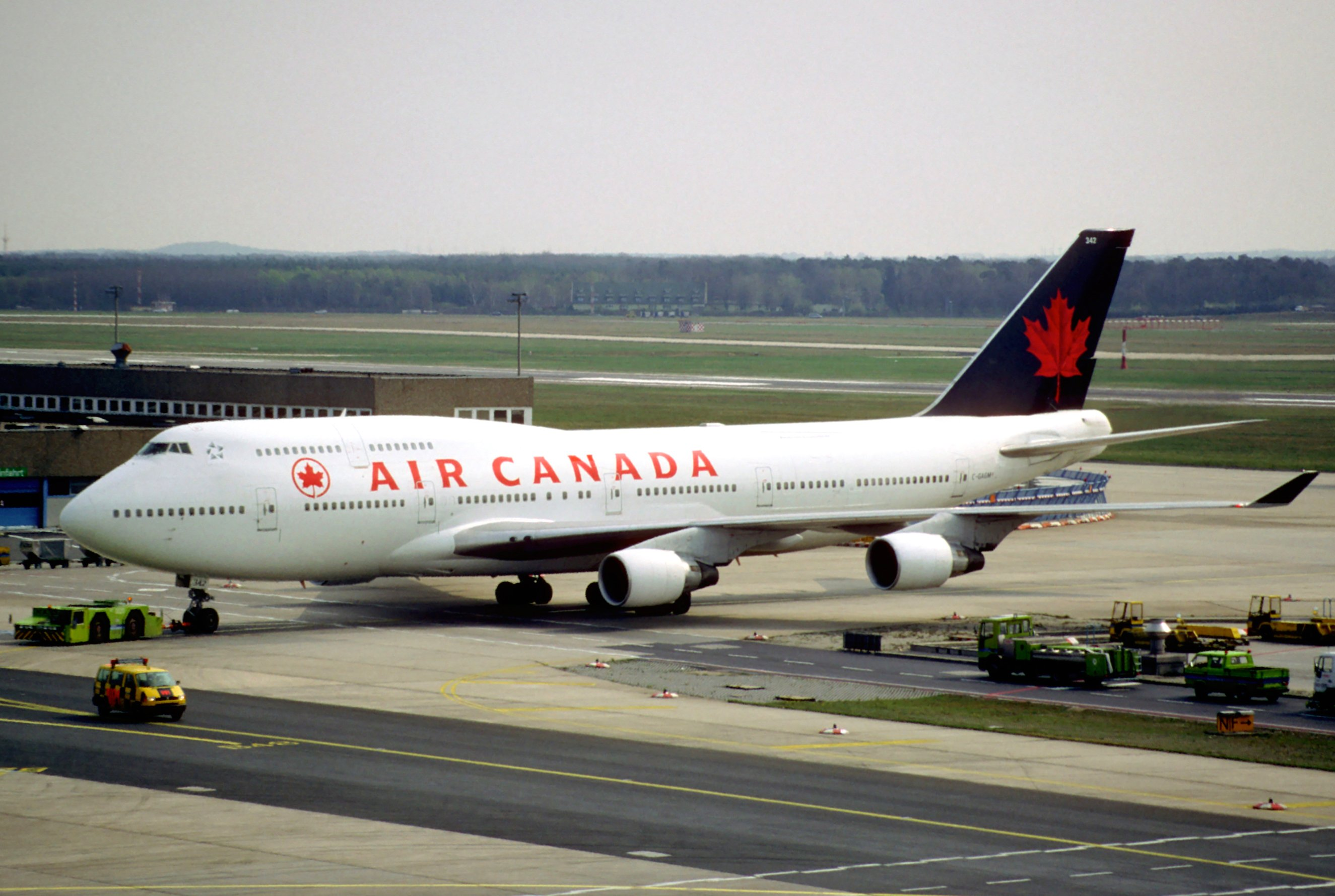 File 18cs air canada boeing 747 400 c gagm fra for Interieur d avion air france