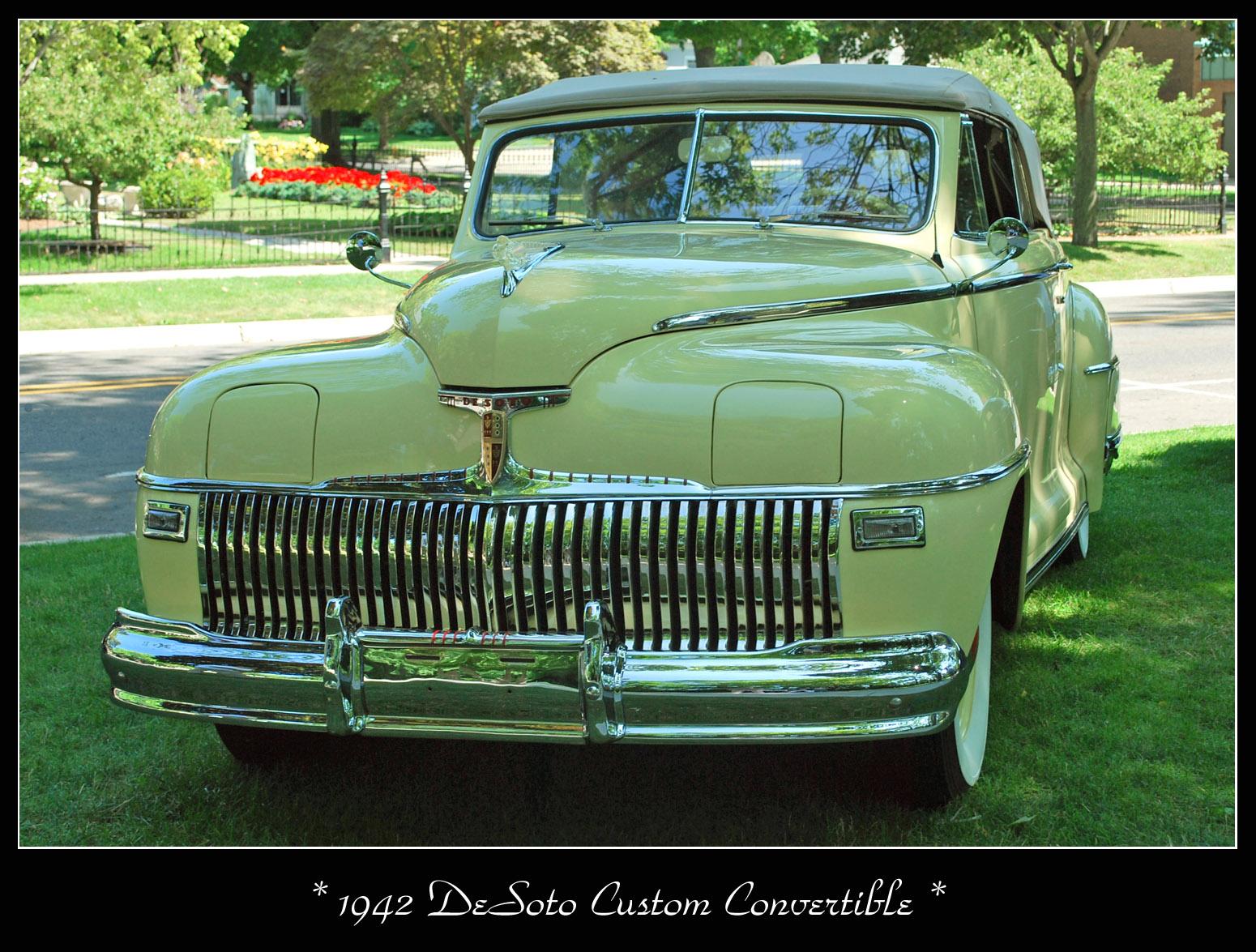 1942_DeSoto_Custom_%284148147080%29.jpg