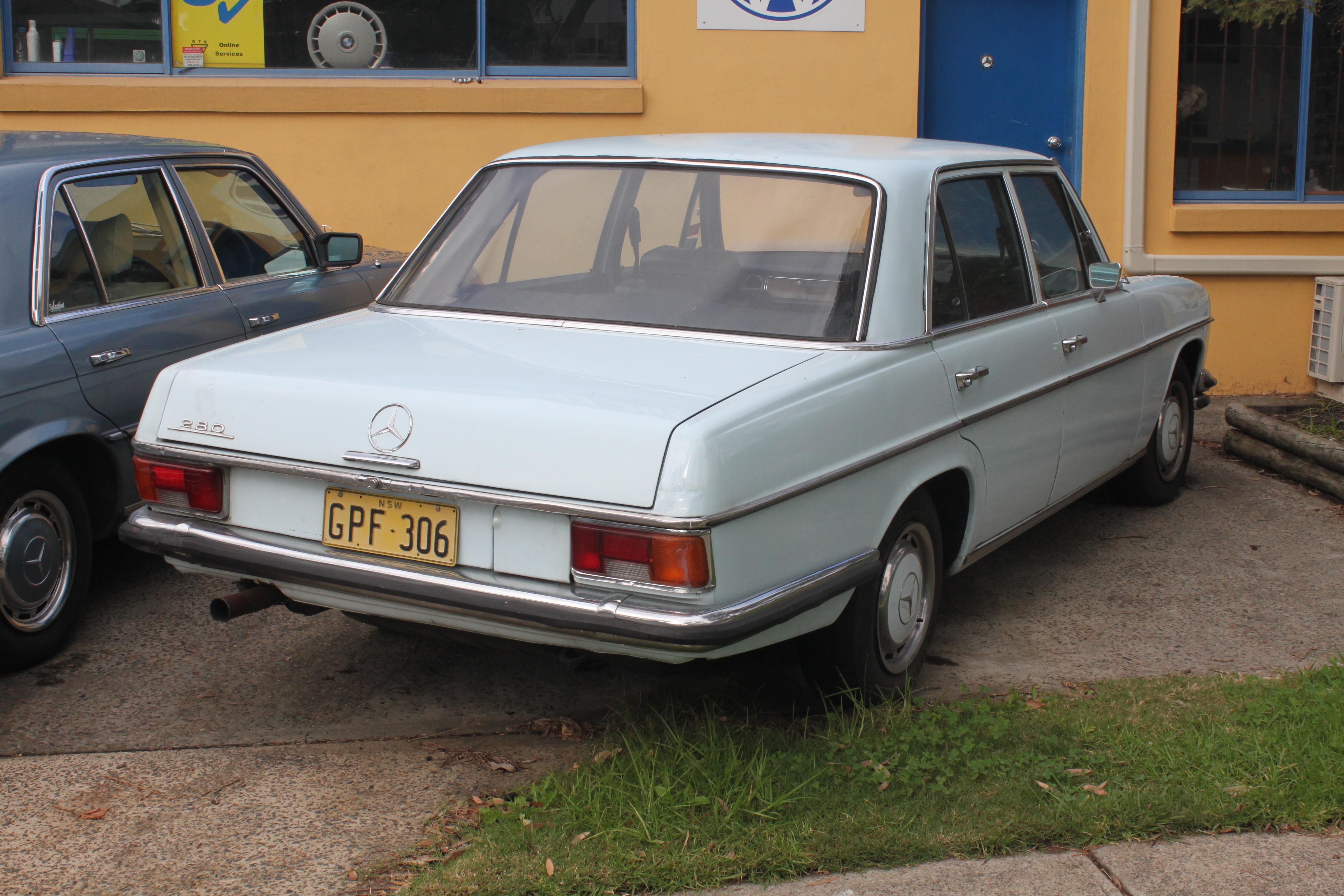 File 1973 mercedes benz 280 w114 sedan 17769031400 jpg for 1973 mercedes benz 280