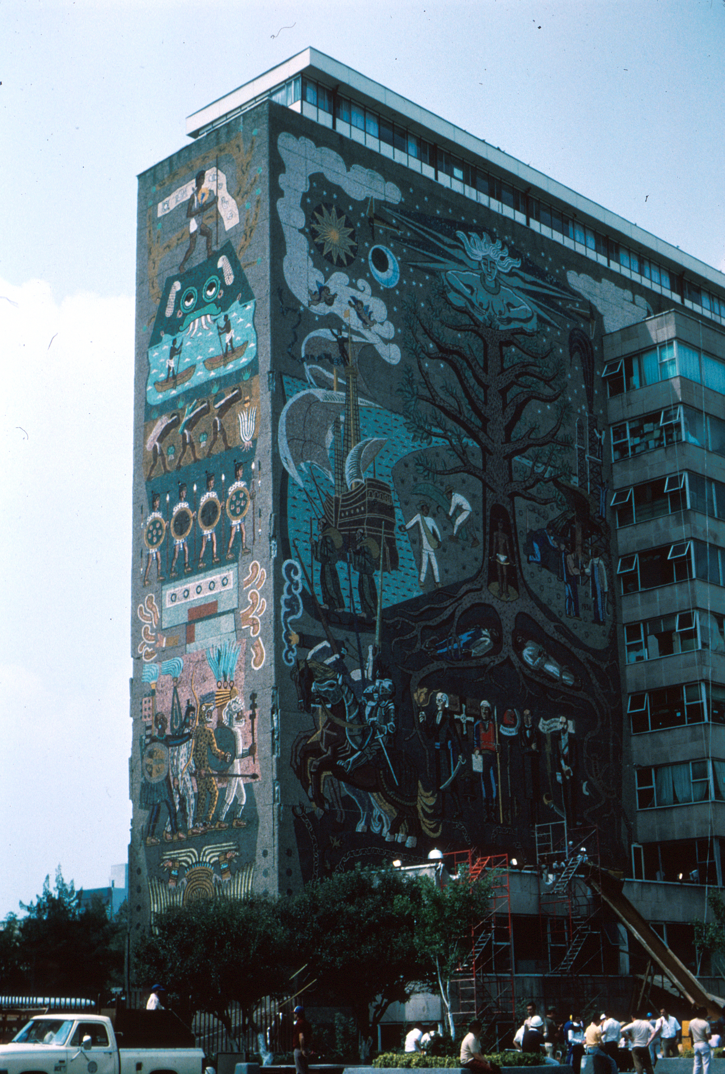 File:1985 Mexico Earthquake - Mural on the Ministry of ...