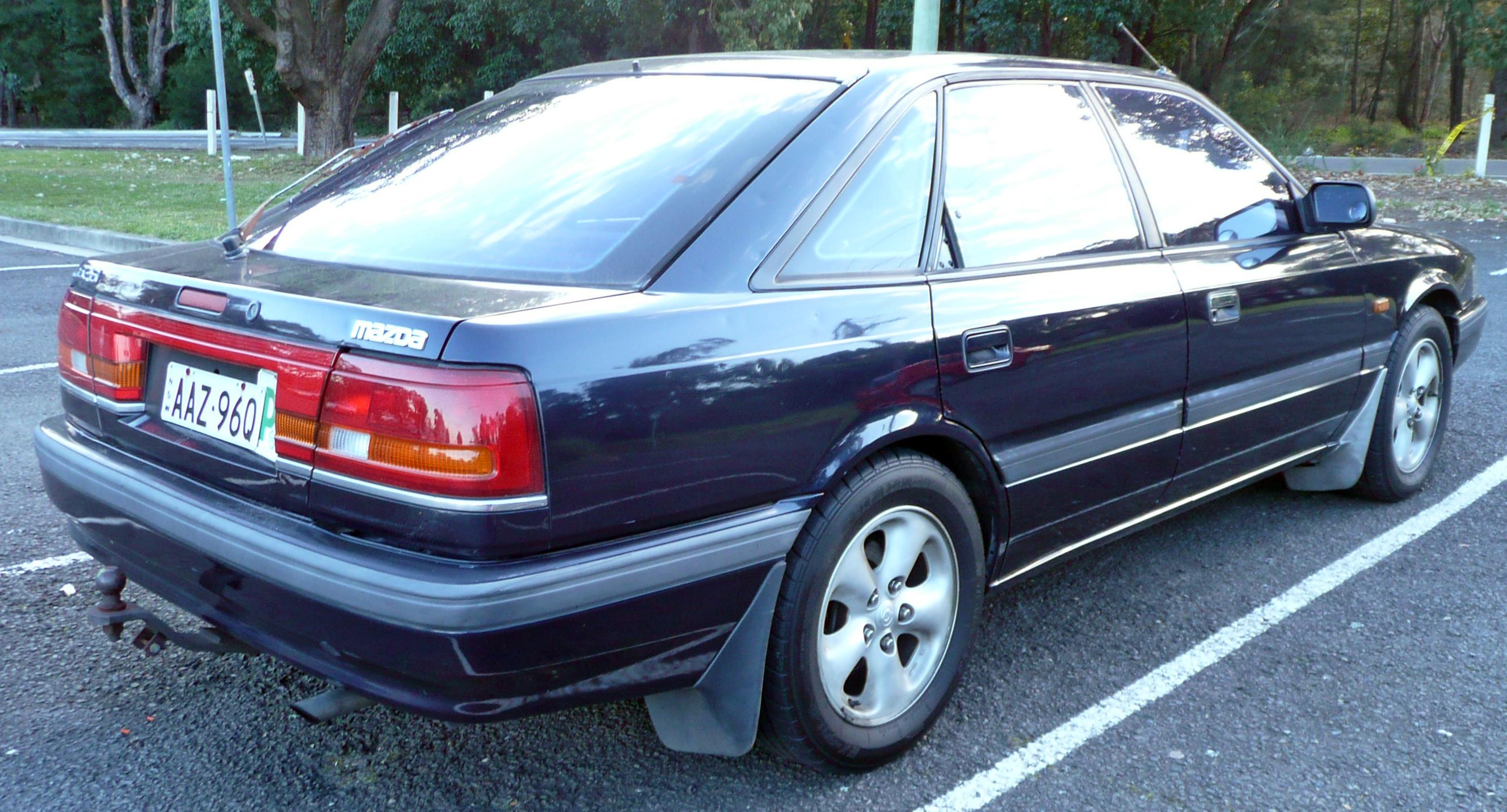 File:1990-1991 Mazda 626 (GD Series 2) 2.2i hatchback ...
