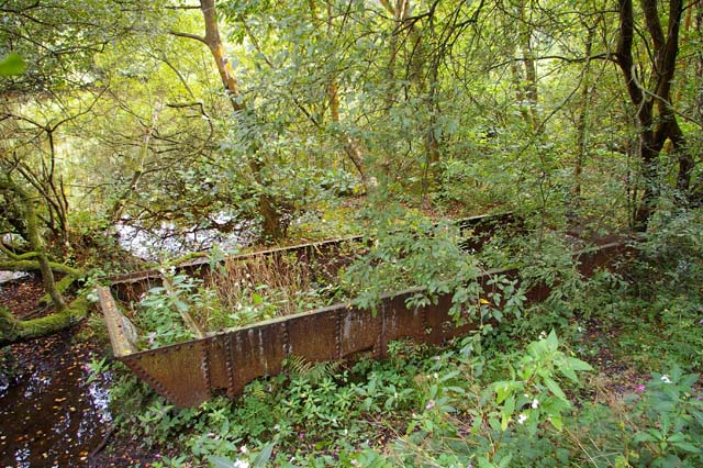 Abandoned coal barge, Etherow Country park - geograph.org.uk - 992879