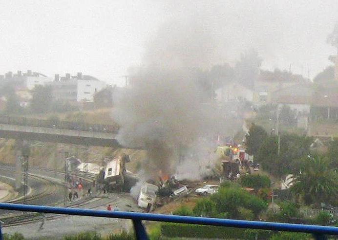 Imagen del accidente ferroviario de Santiago de Compostela (Angrois).